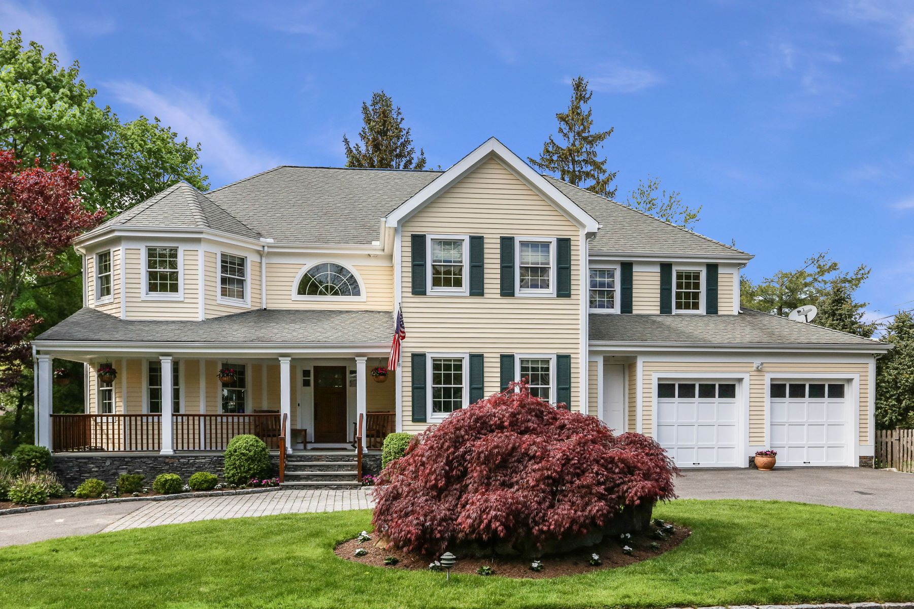 Single Family Homes for Active at 762 King Street Rye Brook, New York 10573 United States