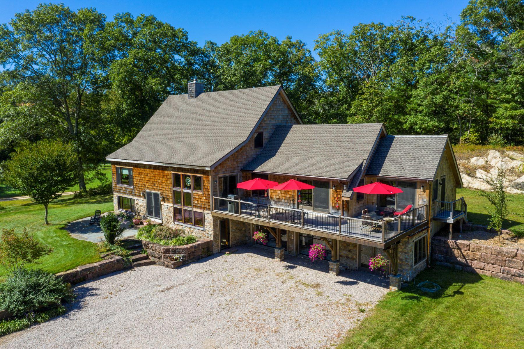 Single Family Homes por un Venta en Waterfront Country Living on 19 Acres 40 Clarks Falls Road North Stonington, Connecticut 06359 Estados Unidos