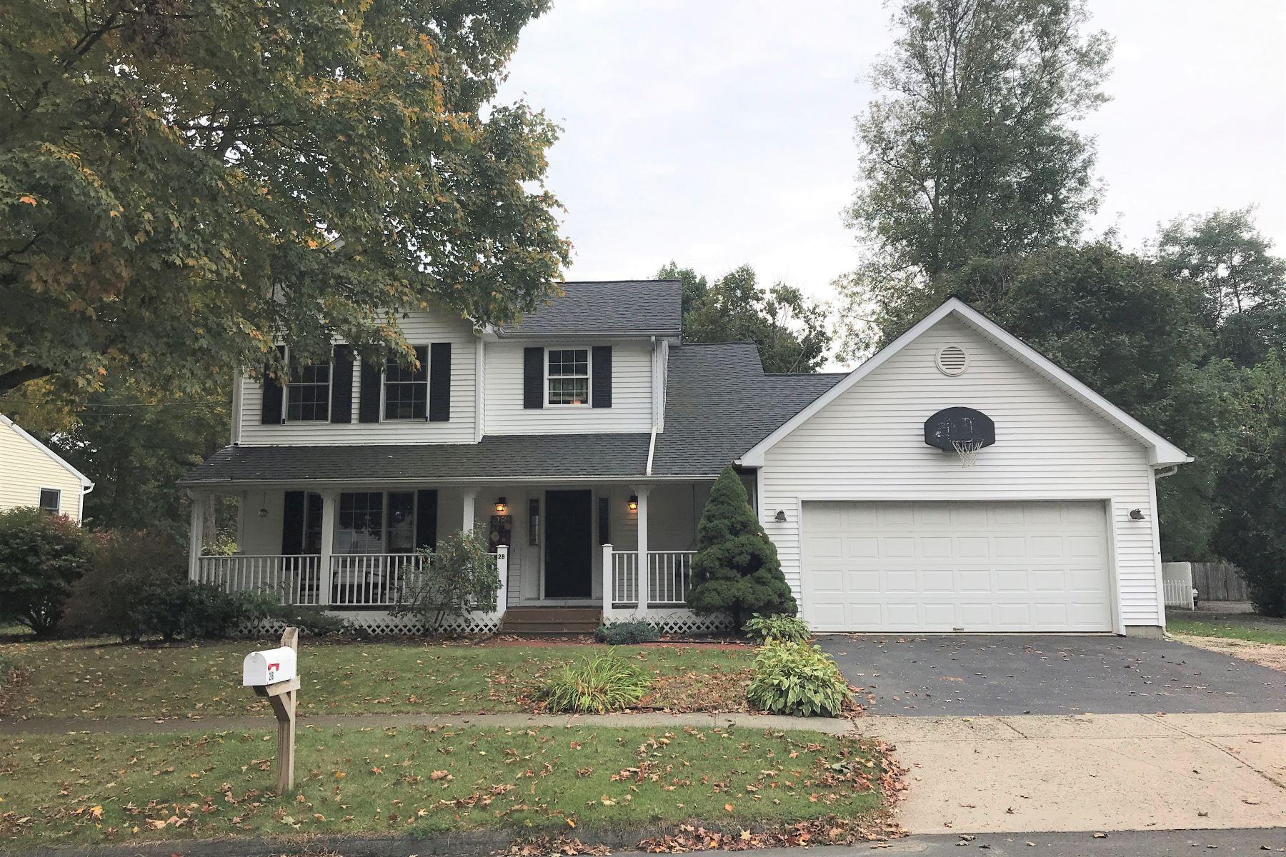 Single Family Homes 为 销售 在 Attractive Colonial 2-b Topstone Drive 伯特利, 康涅狄格州 06801 美国