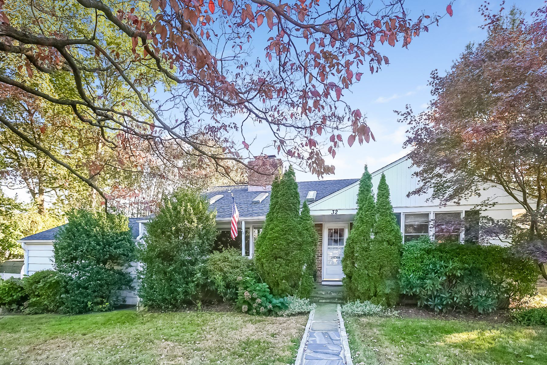 Single Family Home for Sale at Bright, Cozy & Spacious Split Level! 32 Ridge Boulevard, Port Chester, New York, 10573 United States