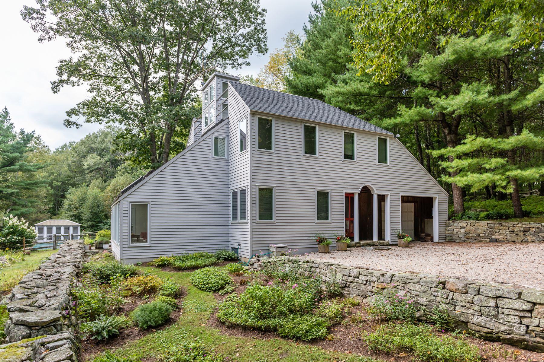 Maison unifamiliale pour l Vente à A Striking Contemporary Retreat 187 Town Street, Cornouailles, Connecticut 06796 États-Unis