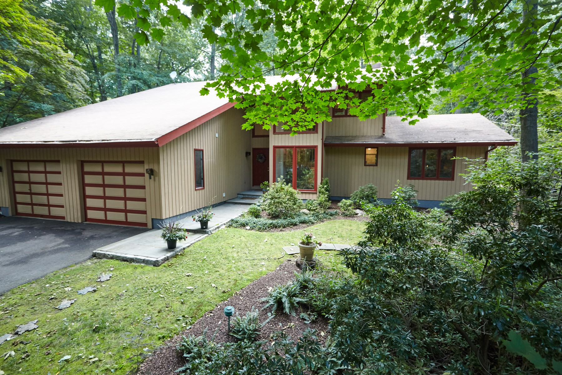 Single Family Home for Sale at Desirable Contemporary 11 Gregory Farm Road Easton, Connecticut 06612 United States