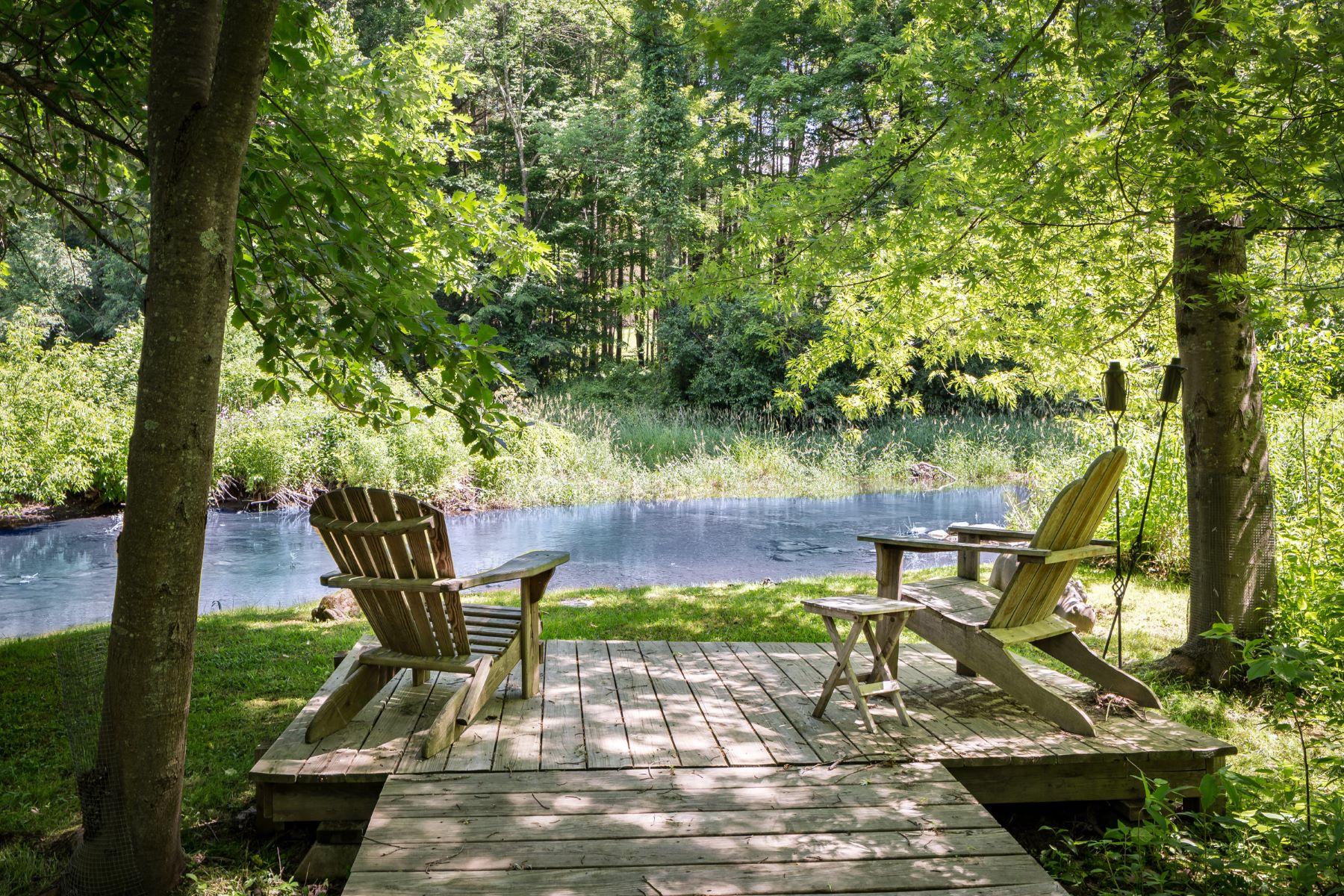 Single Family Homes 为 销售 在 Enchanted Single Level Living on the Williams River 20 Wright Ln 大巴灵顿, 马萨诸塞州 01230 美国