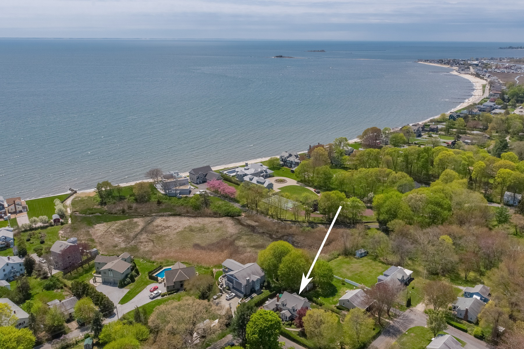 single family homes voor Verkoop op Move-in Ready, Year-Round Home, Walk to Beach! 50 Brookside Avenue East, Westbrook, Connecticut 06498 Verenigde Staten