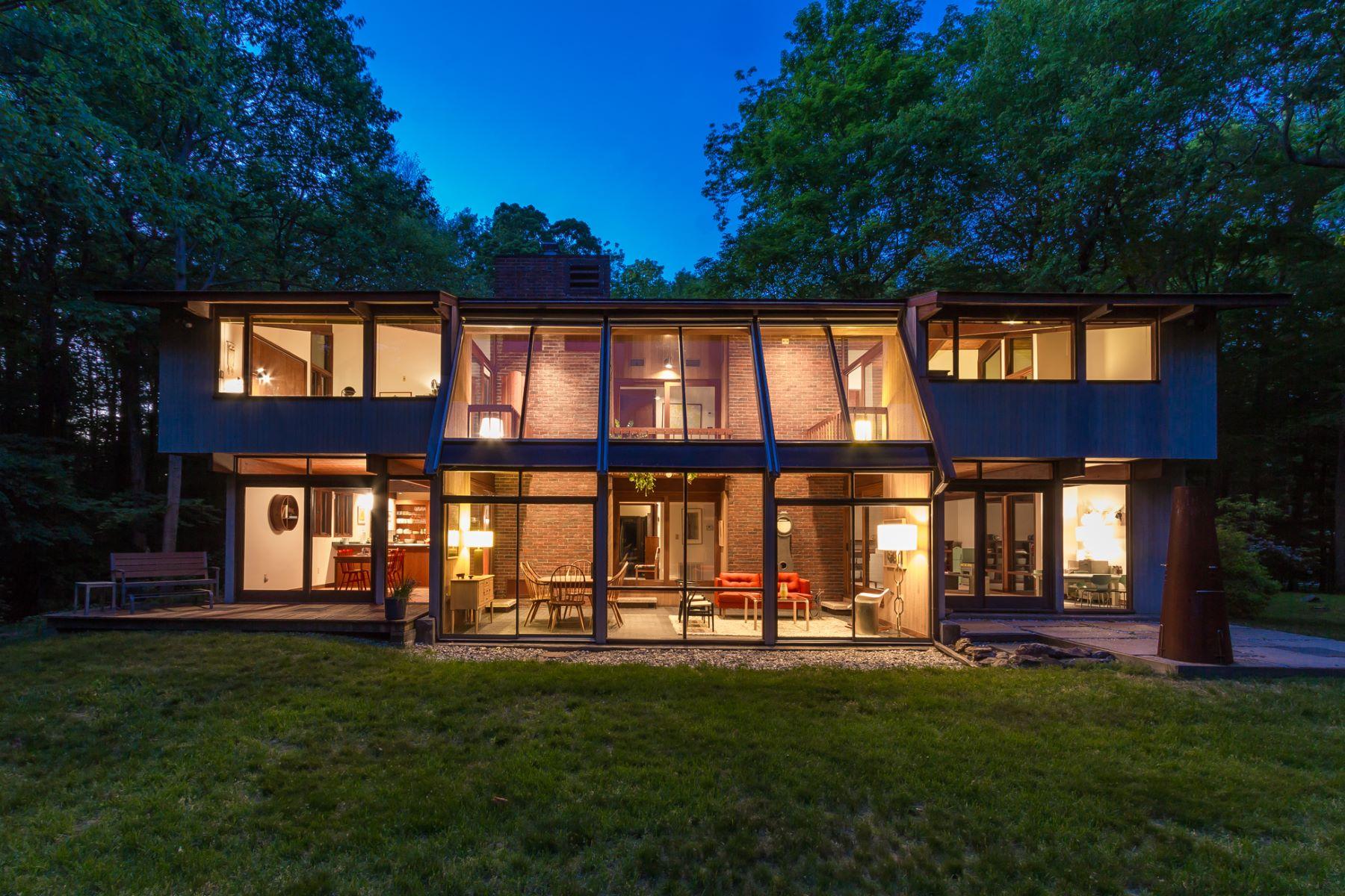 Casa para uma família para Venda às Contemporary Deck House 124 Armand Road Ridgefield, Connecticut 06877 Estados Unidos