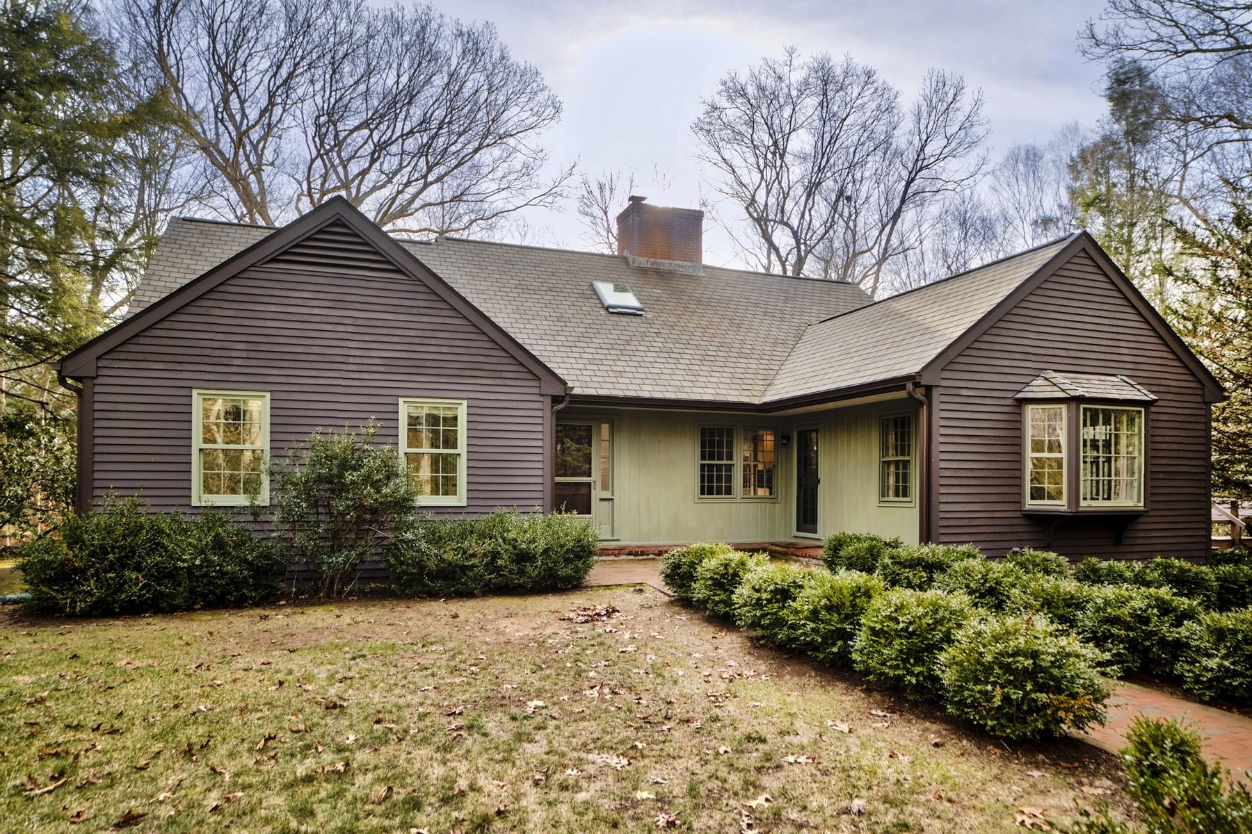 Maison unifamiliale pour l Vente à Classic Otter Cove Pond-Side Cape 20 Watrous Point Rd Old Saybrook, Connecticut, 06475 États-Unis