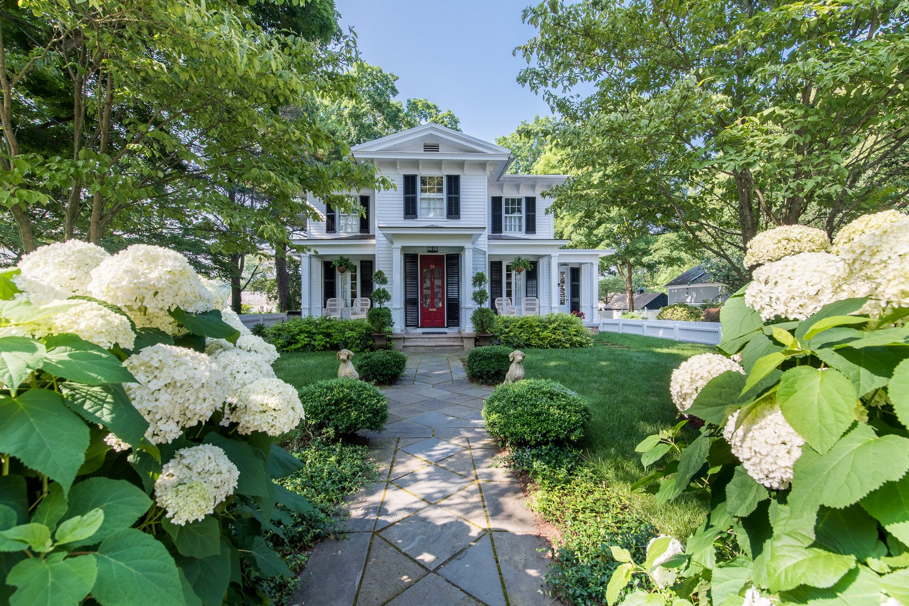 Single Family Homes のために 売買 アット Village Waterfront Landmark 24 Main Street, Essex, コネチカット 06426 アメリカ