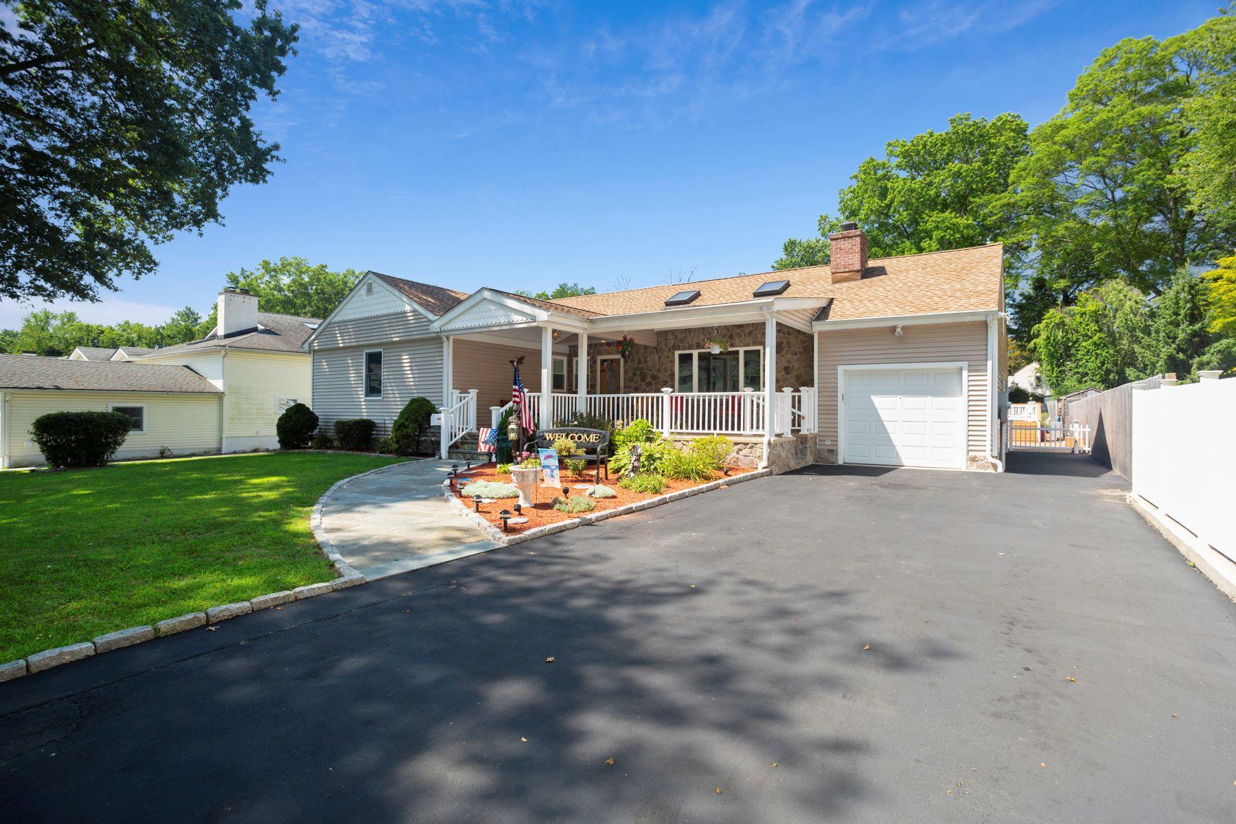 Single Family Homes vì Bán tại Springdale Ranch 11 Vanech Drive, Stamford, Connecticut 06905 Hoa Kỳ