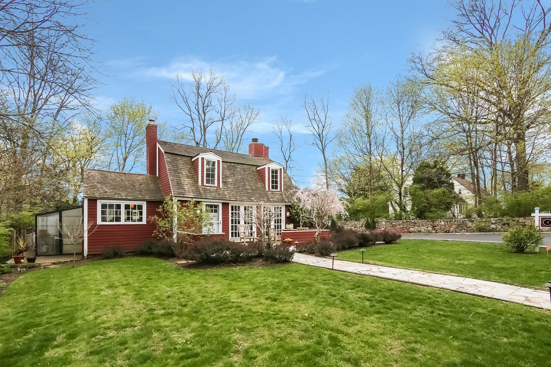 Villa per Vendita alle ore Alluring Turn Key Cape 1 Hickory Hill Road Westport, Connecticut, 06880 Stati Uniti