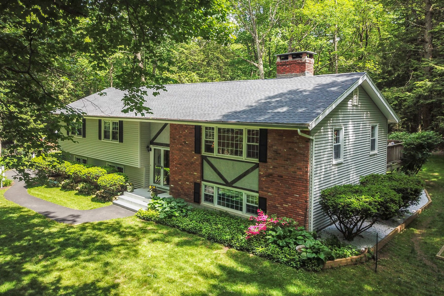 single family homes voor Verkoop op 27 Berkshire Drive New Hartford, Connecticut 06057 Verenigde Staten