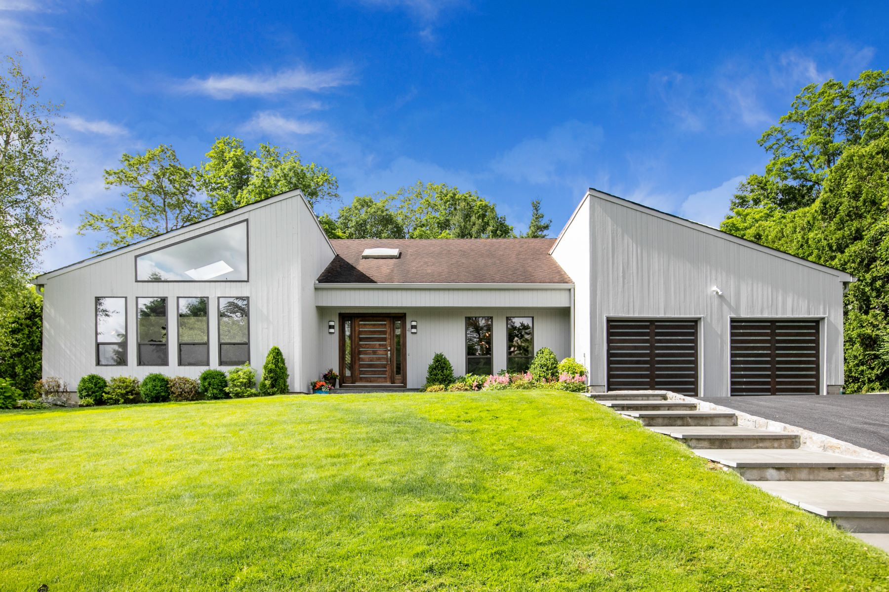 Single Family Homes for Active at Open Flow Contemporary Home 4 Katie Lane Mamaroneck, New York 10543 United States