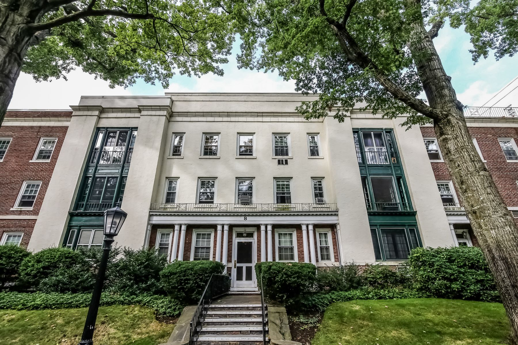 تعاوني للـ Sale في Beautiful Brooklands Co-Op 8 Brooklands 3B, Bronxville, New York, 10708 United States