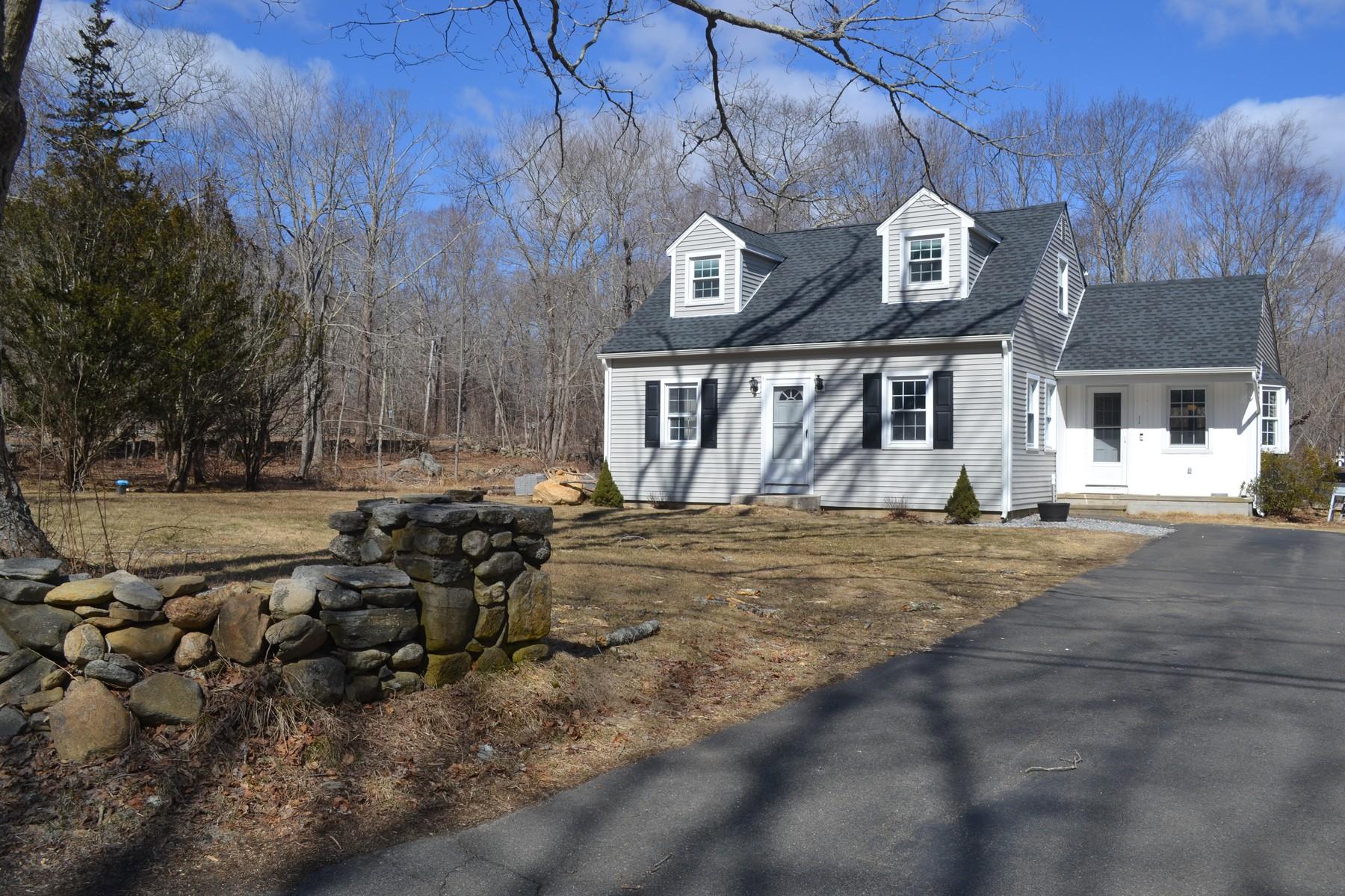 Eensgezinswoning voor Verkoop op Sunny and Spacious Cape 12 Cross Rd, Westbrook, Connecticut 06498 Verenigde Staten
