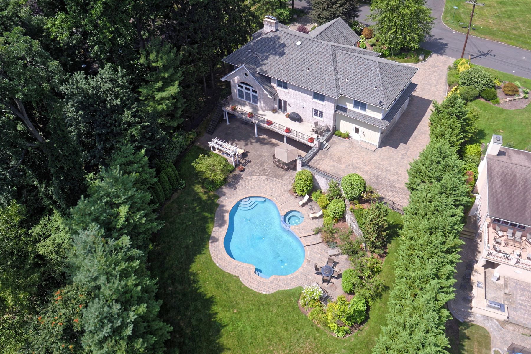 Single Family Home for Sale at Resort Like Property in Lake Isle Estates 124 North Lakeshore Drive Eastchester, New York 10709 United States
