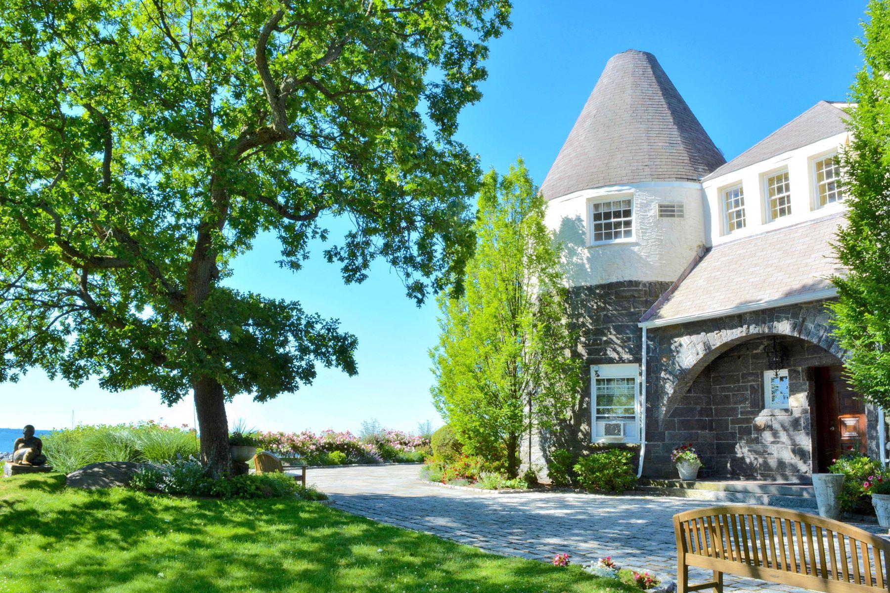 Частный односемейный дом для того Продажа на Beach, Boating & Privacy. Westchester County Mamaroneck, Нью-Йорк 10543 Соединенные Штаты