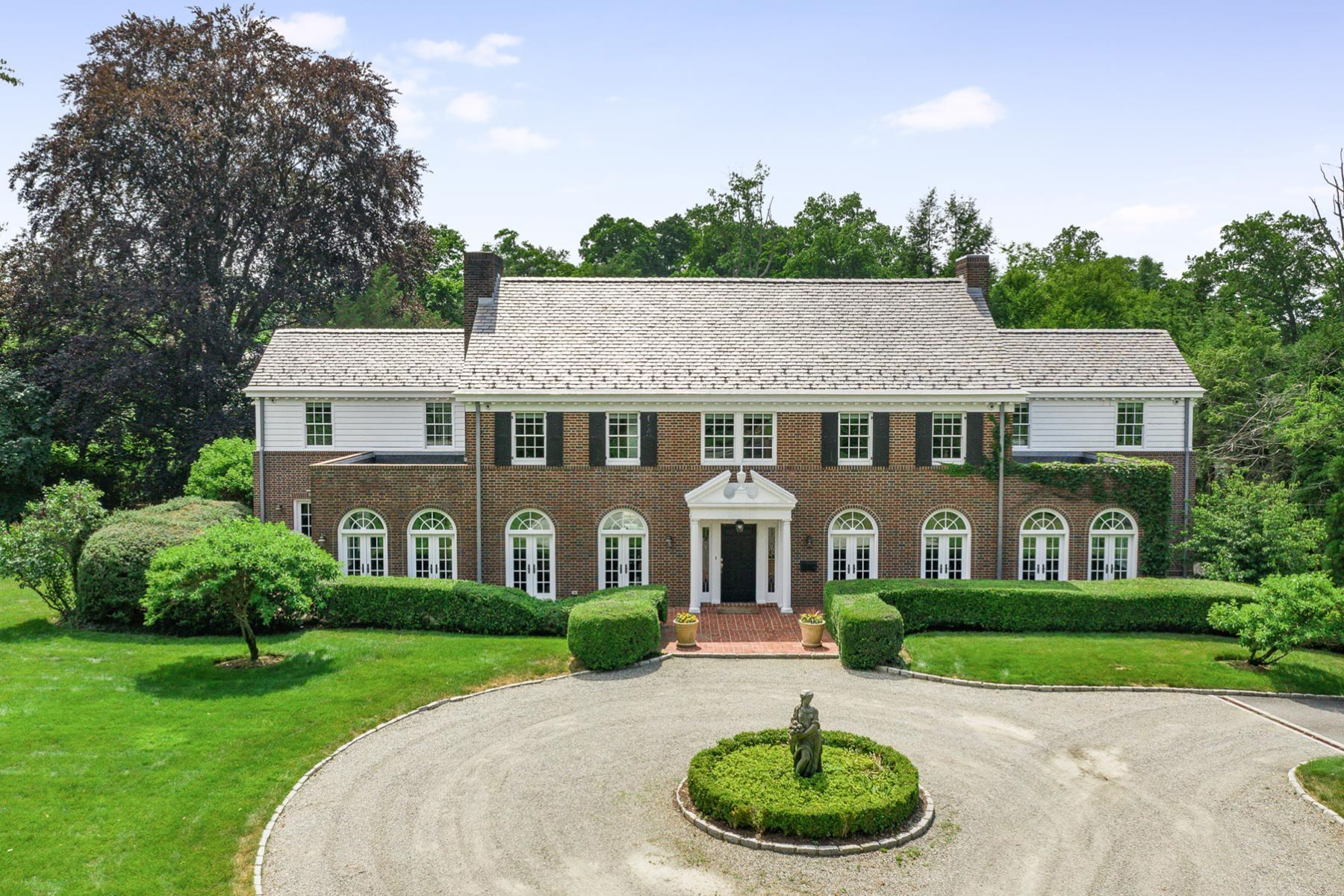 Single Family Homes 為 出售 在 One of Scarsdale's Most Stunning Luxury Home 37 Morris Lane, Scarsdale, 纽约 10583 美國