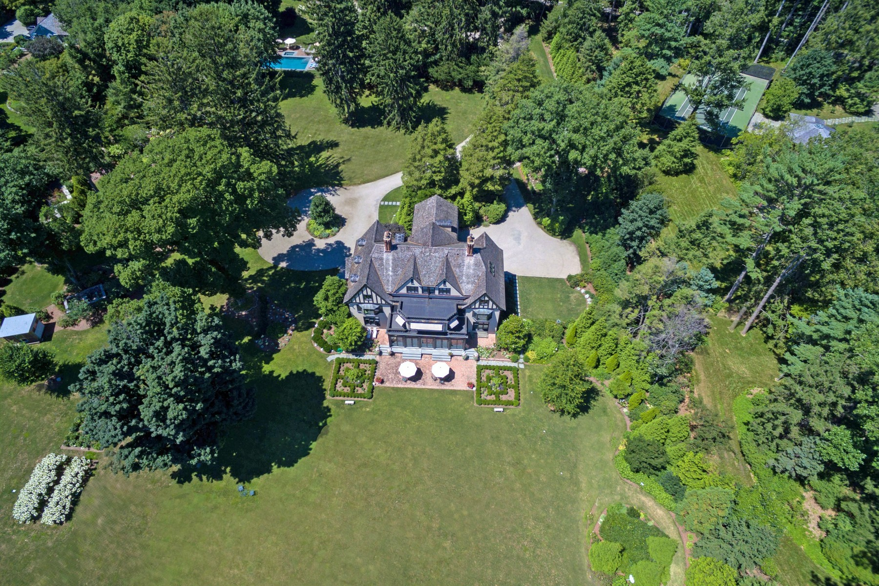 Additional photo for property listing at MAGNIFICENT GOLD COAST ESTATE 114 Beachside Avenue Westport, Connecticut 06880 United States