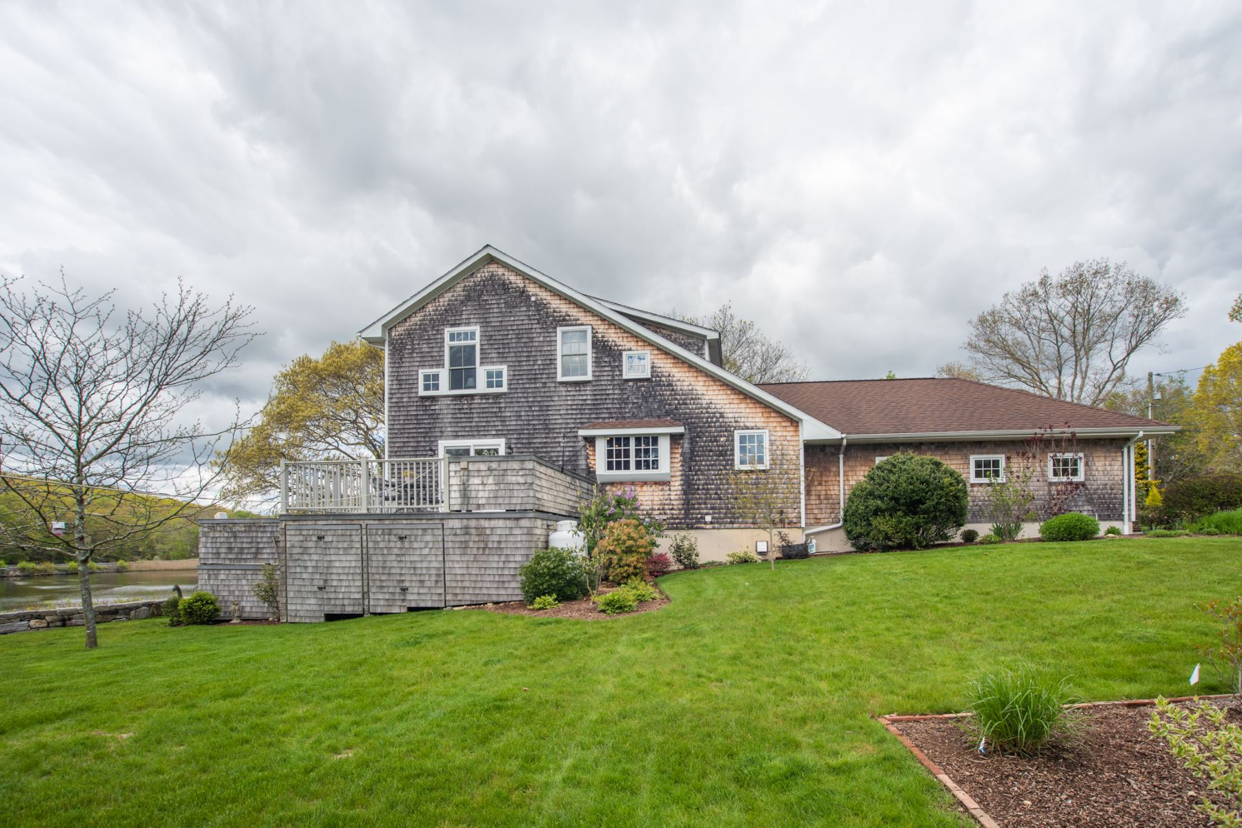 Additional photo for property listing at  East Lyme, Connecticut 06333 Verenigde Staten