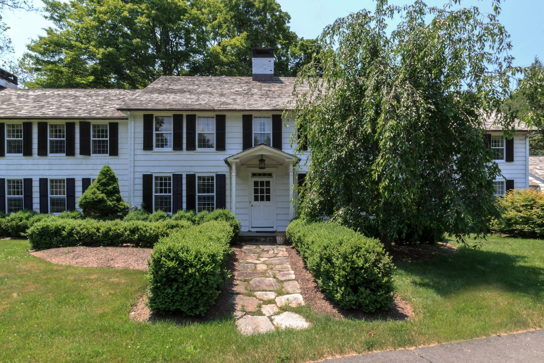 Single Family Home for Sale at Exceptional Classic Colonial on 3.5 Acres in Historic Aspetuck Area 7 Old Redding Road Easton, Connecticut 06612 United States