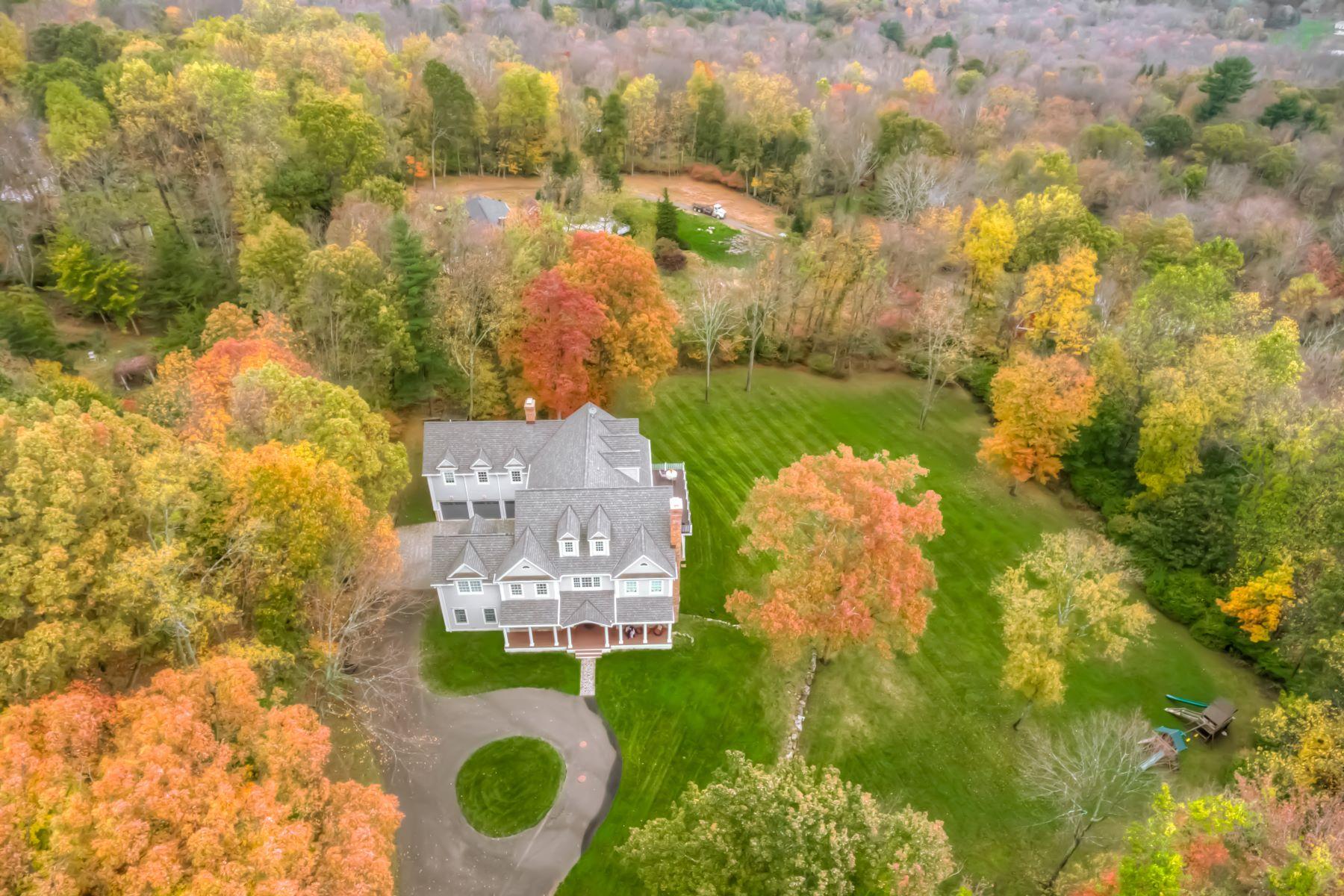Casa Unifamiliar por un Venta en Custom Built Masterpiece 12 Comstock Lane Wilton, Connecticut 06897 Estados Unidos