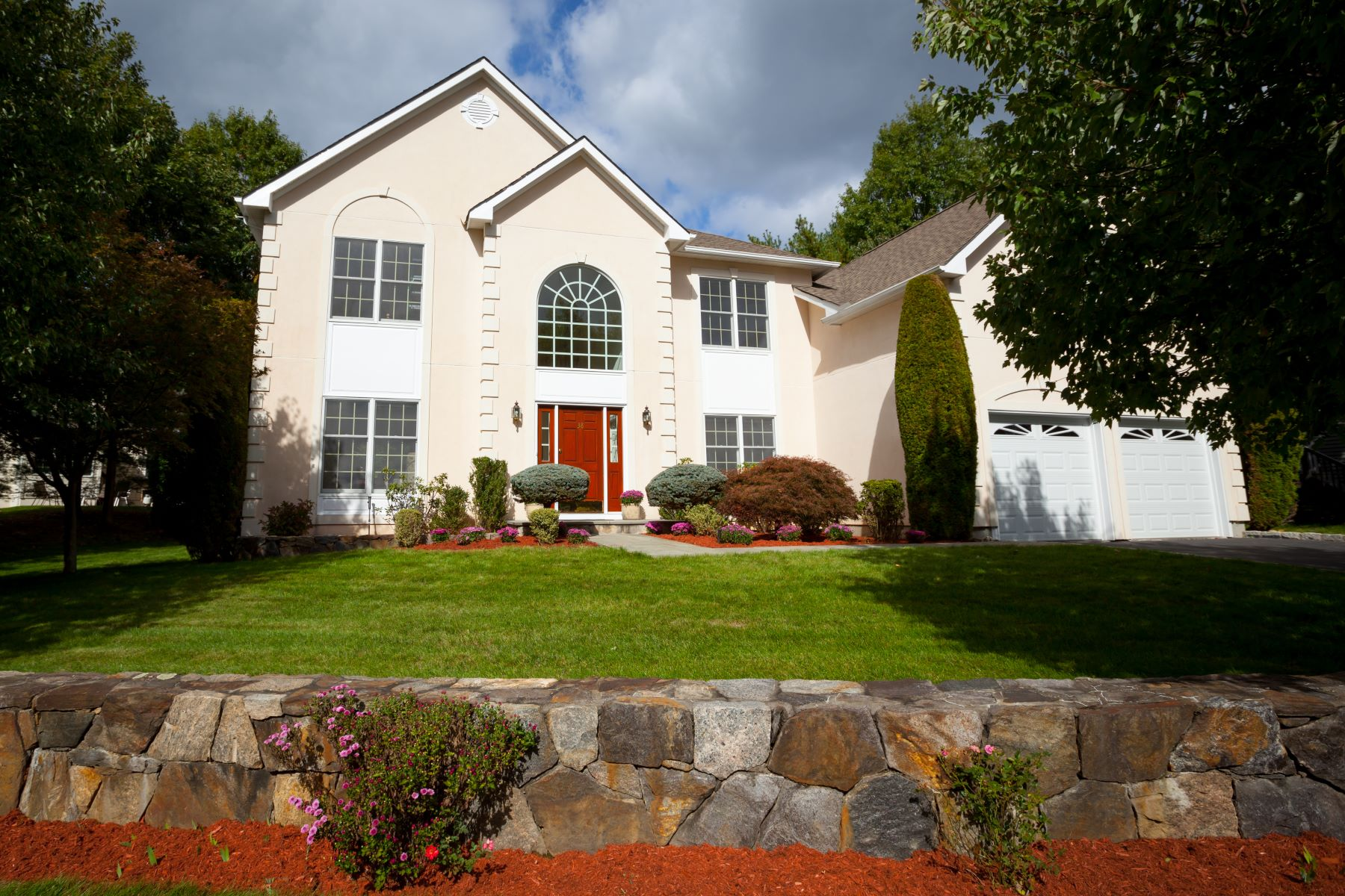 Single Family Homes for Sale at Illuminating & Cheerful Center Hall Colonial 38 Sheldon Street Ardsley, New York 10502 United States