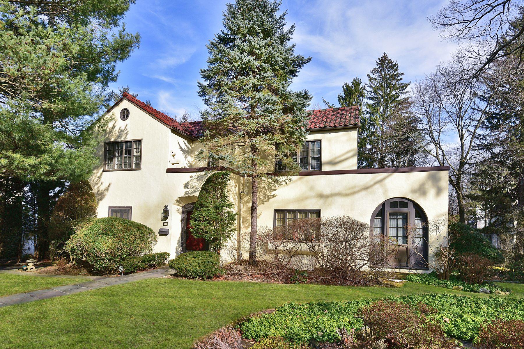 独户住宅 为 销售 在 Gracious Mediterranean Gem 262 Rockingstone Avenue, 拉奇芒德镇, 纽约州, 10538 美国