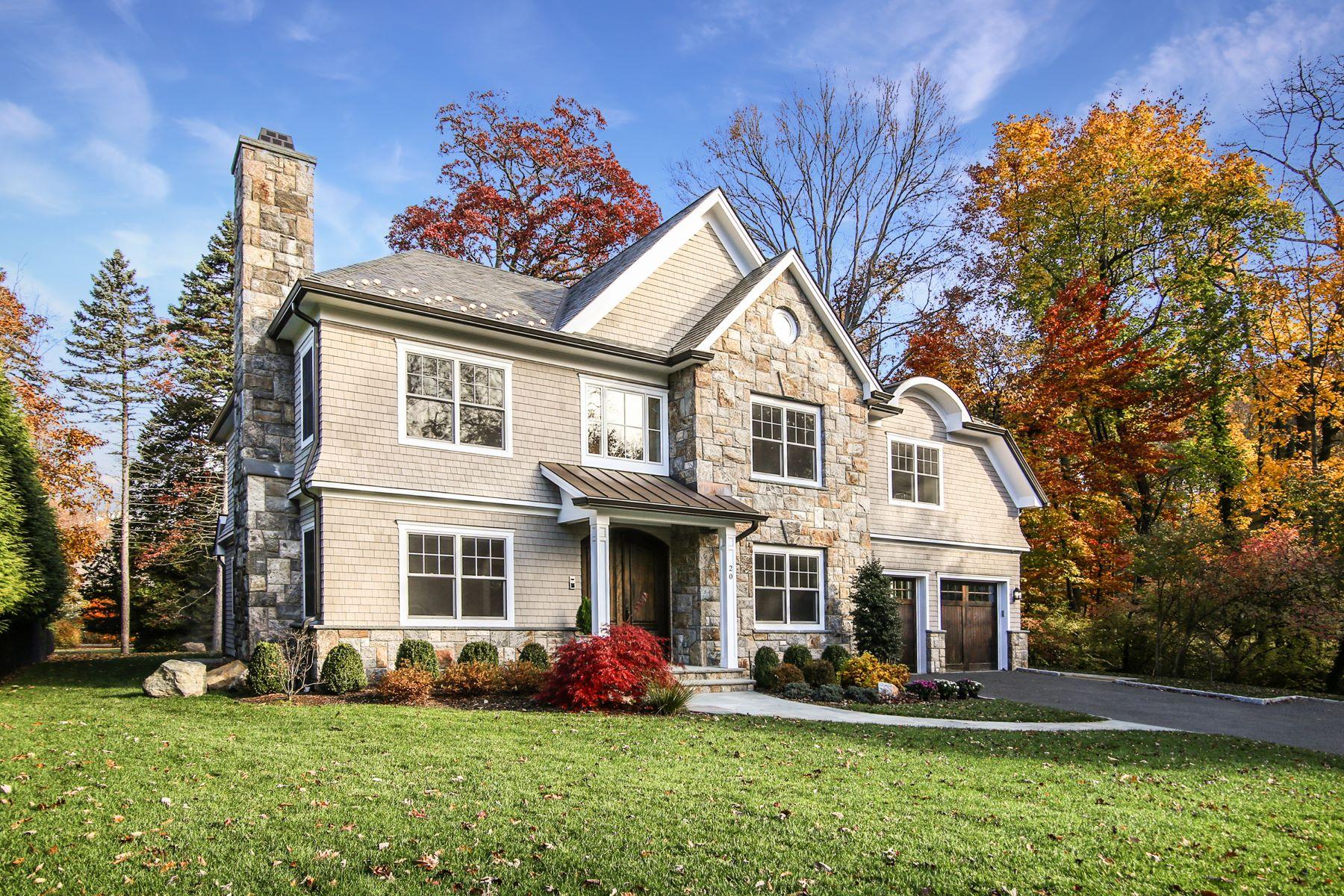 独户住宅 为 销售 在 Gorgeous Sherbrooke Park Colonial 20 Brookline Road 斯卡斯代尔, 纽约 10583 美国