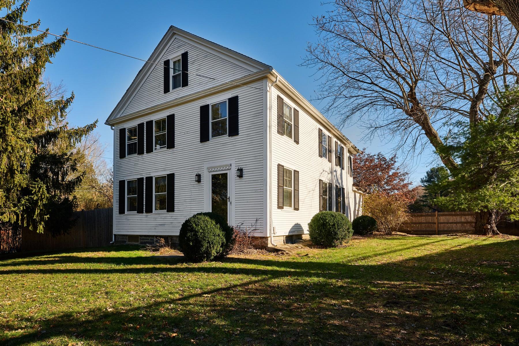 Casa Unifamiliar por un Venta en Charming ca.1780 Hadlyme Village Home 1 Day Hill Road Lyme, Connecticut 06371 Estados Unidos