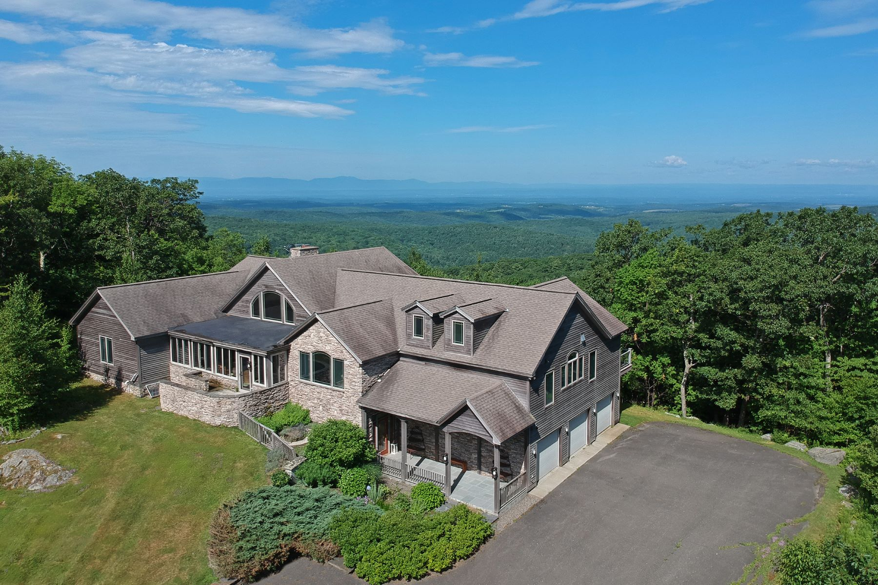 Single Family Homes 為 出售 在 80 Mile Mountain and Hudson Valley Views 18 Heather Ln, Canaan, 纽约 12029 美國