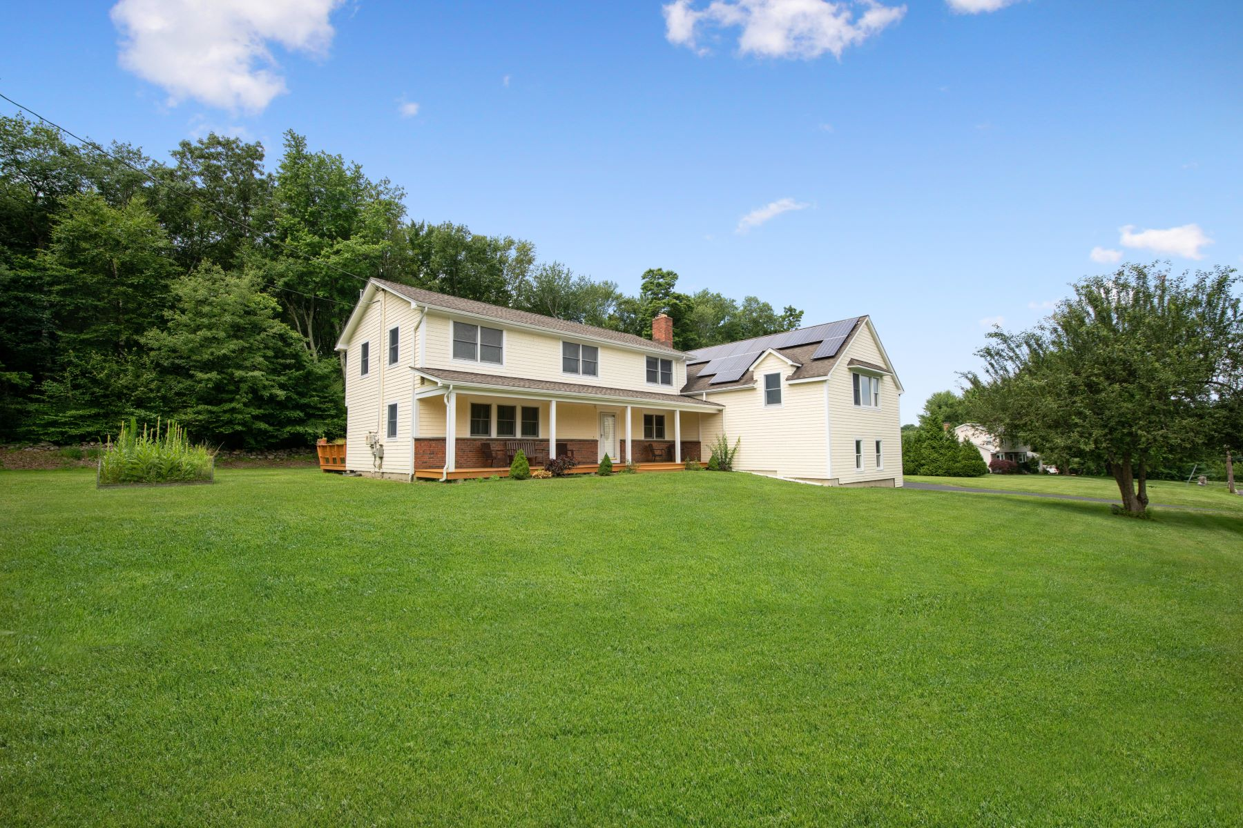 Single Family Homes للـ Sale في Custom Built Colonial Home 11 High Meadow Road, Shelton, Connecticut 06484 United States