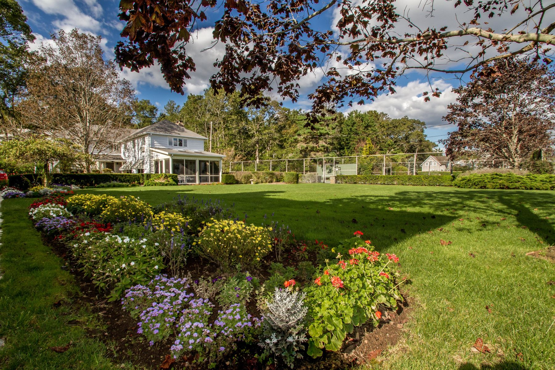 Maison unifamiliale pour l Vente à 63 Middle Beach Rd Madison, Connecticut, 06443 États-Unis