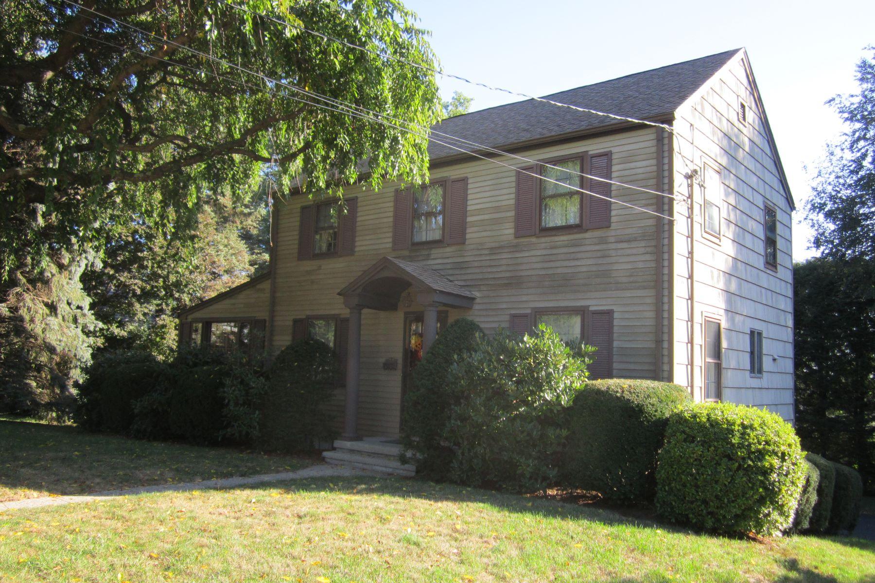 Частный односемейный дом для того Продажа на New England Colonial 354 Hilltop Drive Stratford, Коннектикут 06614 Соединенные Штаты