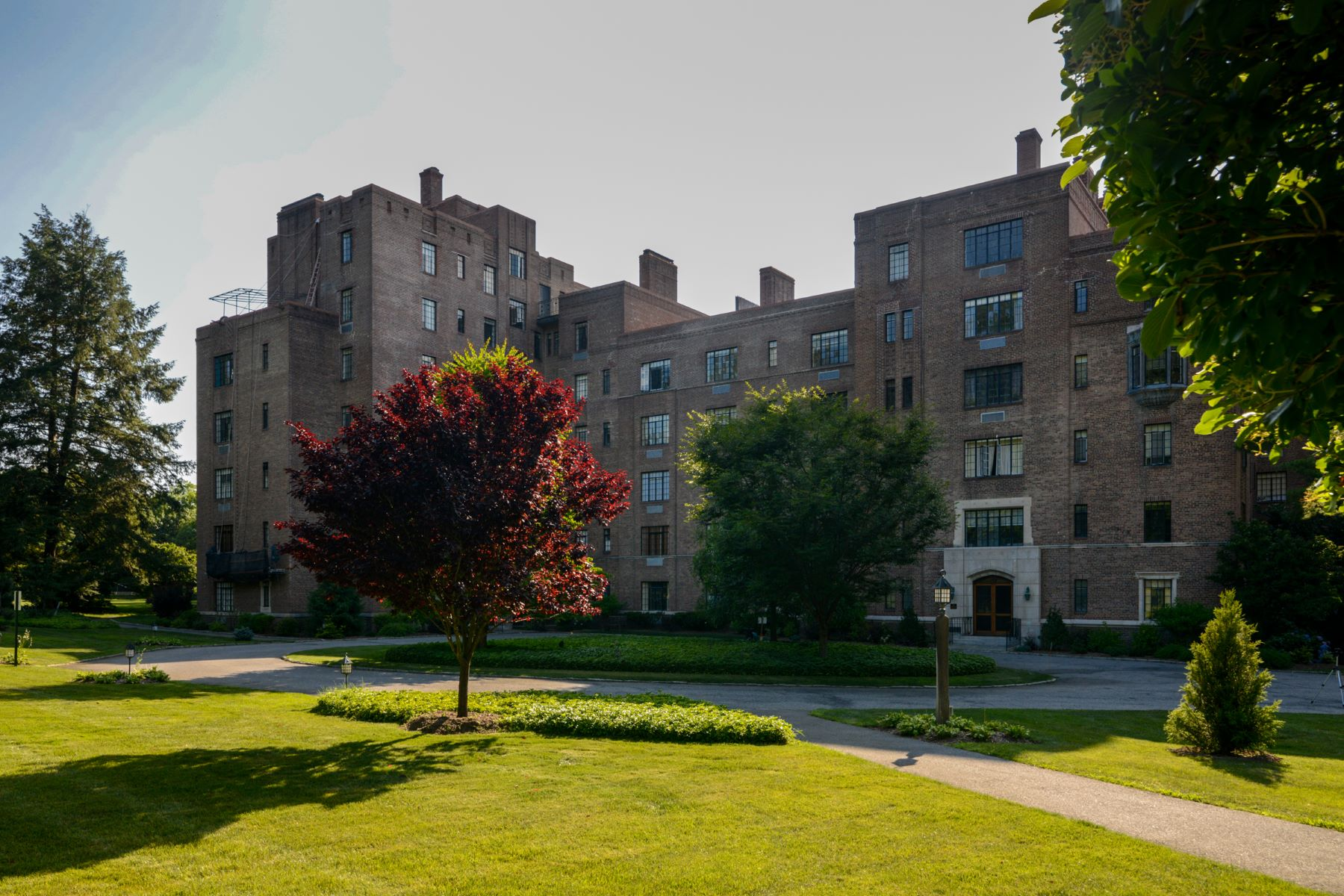 Co-op Properties for Sale at Spacious Hudson House Unit 100 Ardsley Avenue W 2B Irvington, New York 10533 United States
