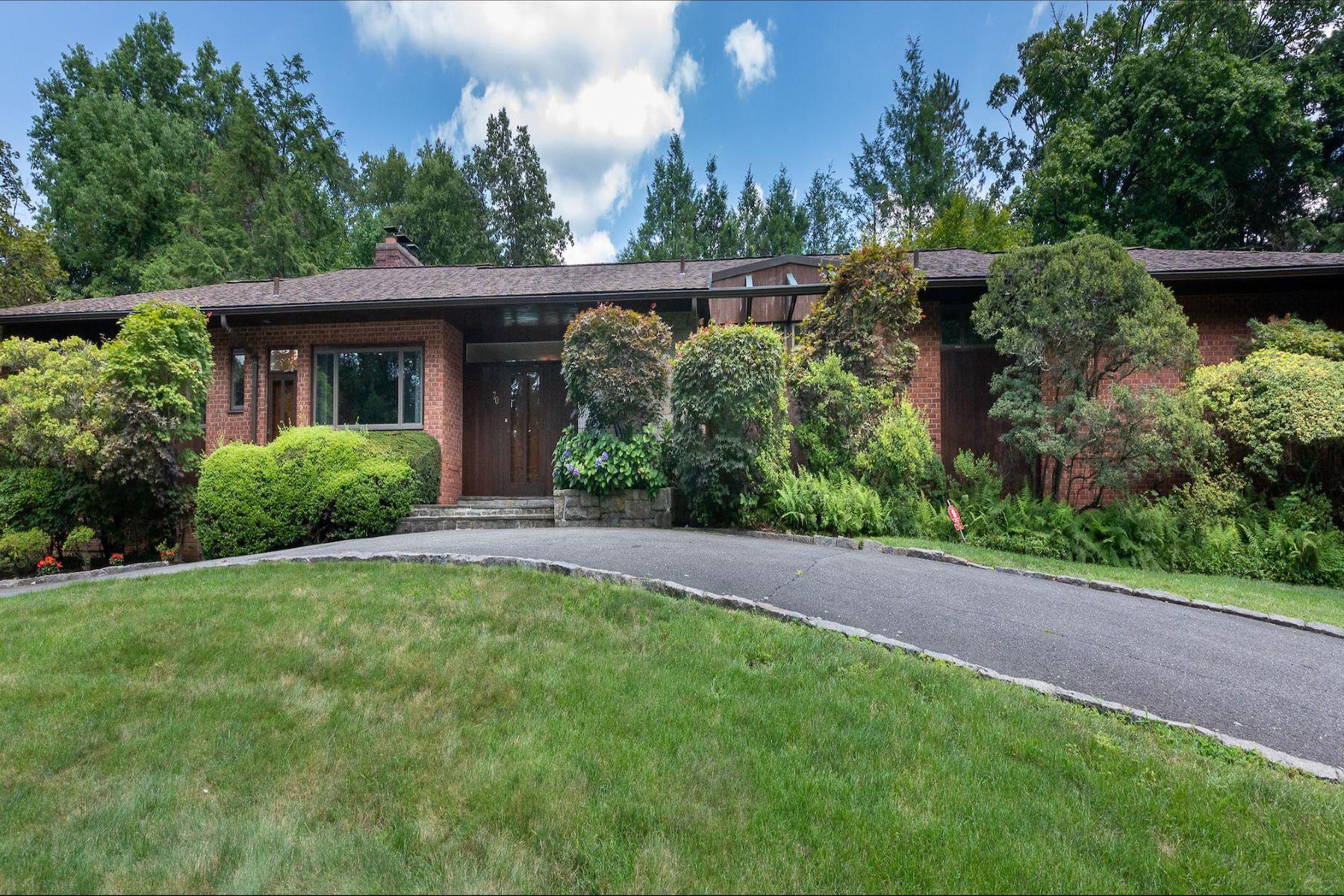 Single Family Homes för Försäljning vid Welcome to Murray Hill 70 Morris Lane, Scarsdale, New York 10583 Förenta staterna