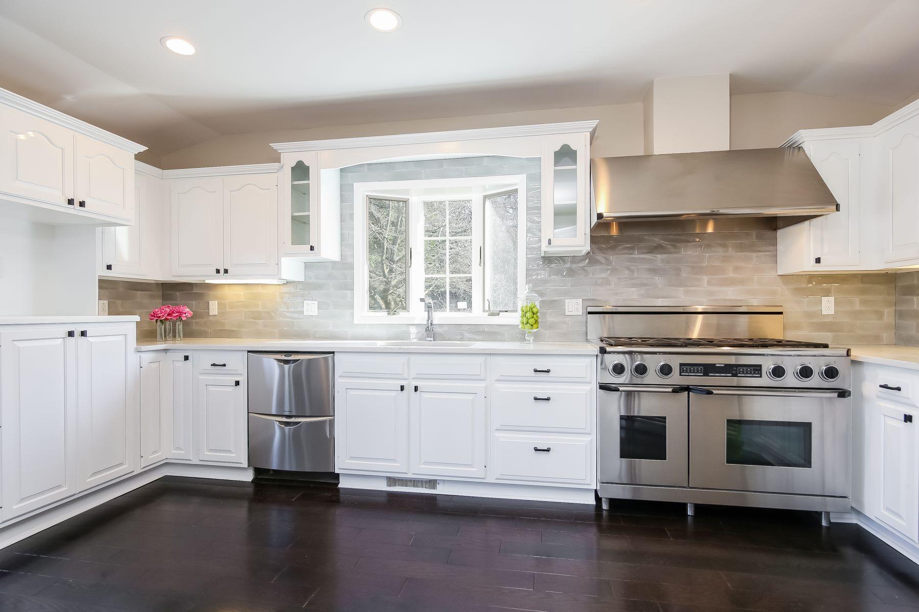 واحد منزل الأسرة للـ Sale في Completely Renovated Contemporary Home 16 Warnke Lane, Scarsdale, New York, 10583 United States