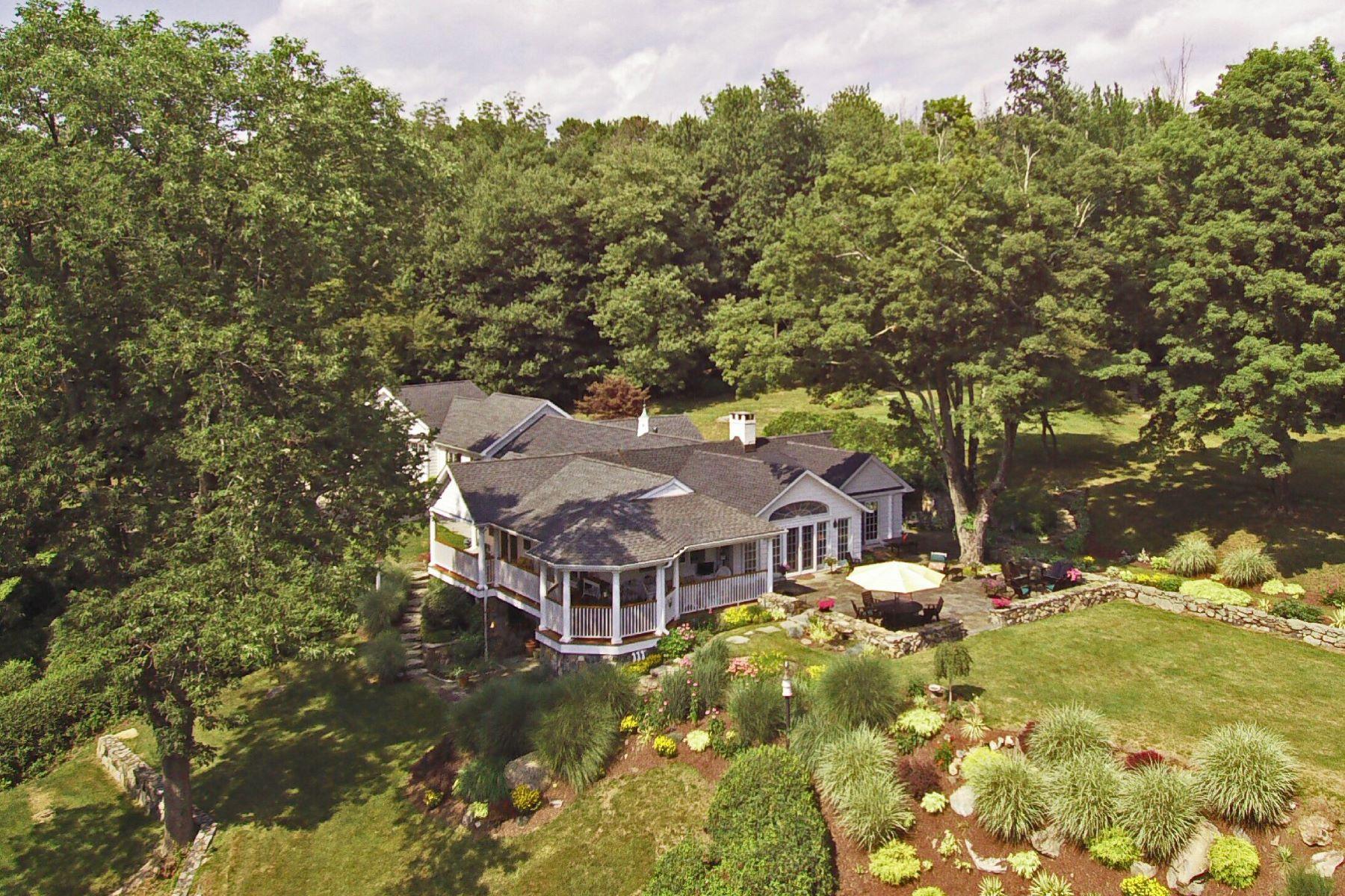 Casa para uma família para Venda às Casually Elegant 162 Spring Valley Road Ridgefield, Connecticut 06877 Estados Unidos