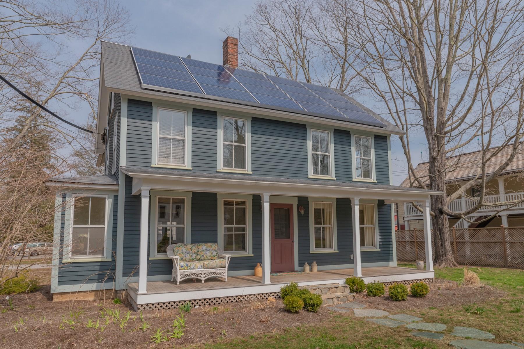 Eensgezinswoning voor Verkoop op Dramatic c1900 Farmhouse in Picturesque Hadlyme Village 3 Ferry Rd, Lyme, Connecticut 06371 Verenigde Staten