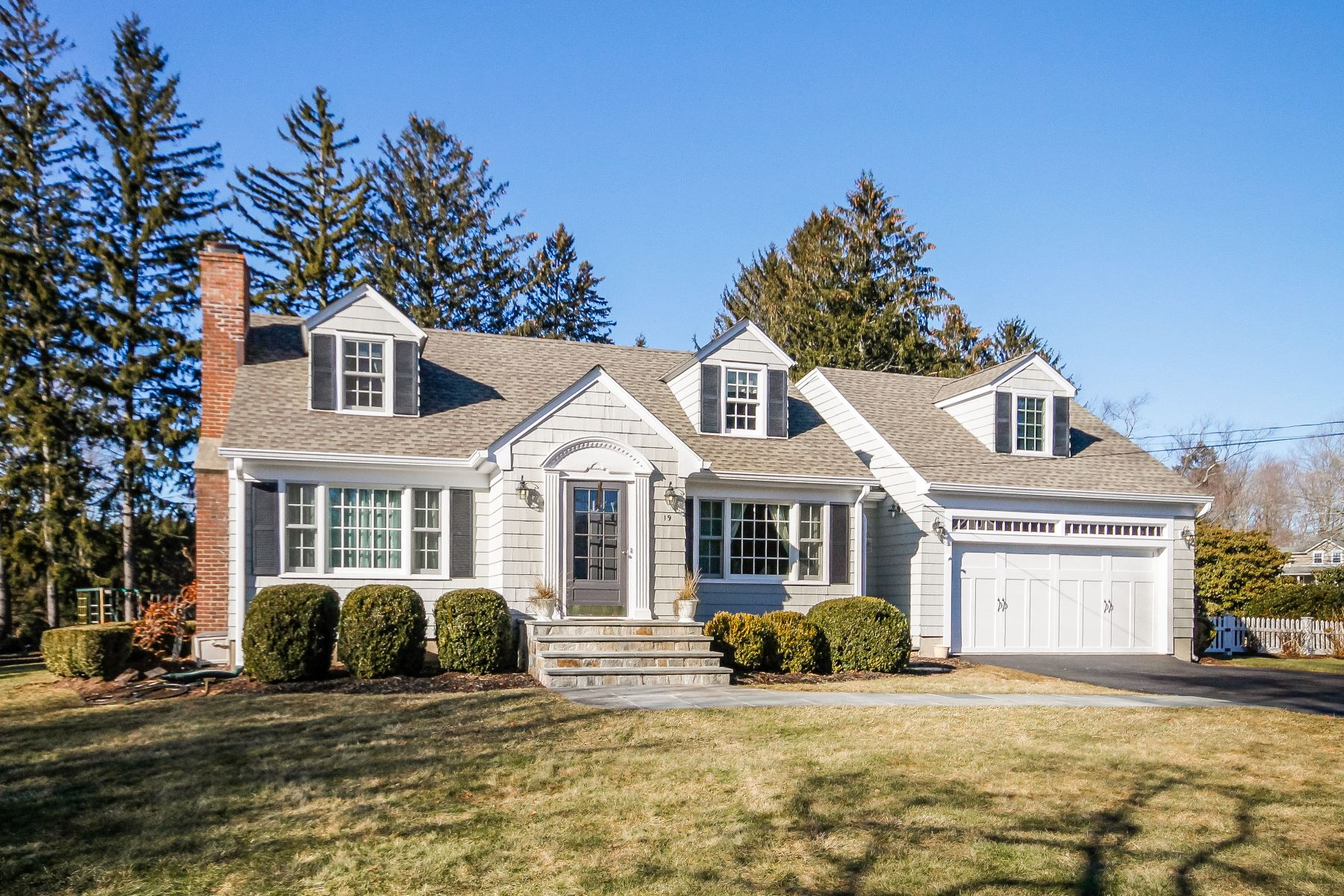Single Family Home for Sale at Such A Surprise! 19 Old Orchard Road Easton, Connecticut 06612 United States