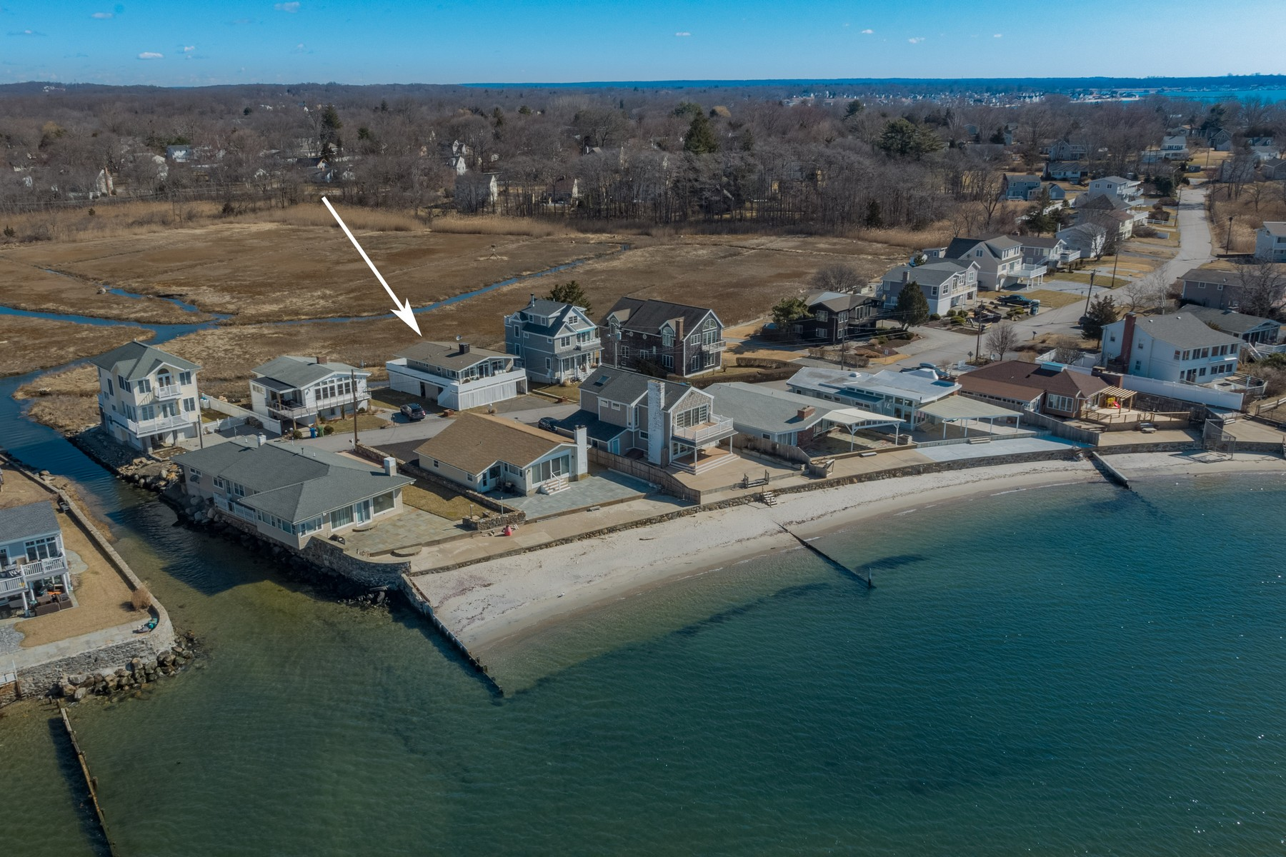 single family homes voor Verkoop op Renovated Year-Round Beach Home 14 Pointina Road, Westbrook, Connecticut 06498 Verenigde Staten