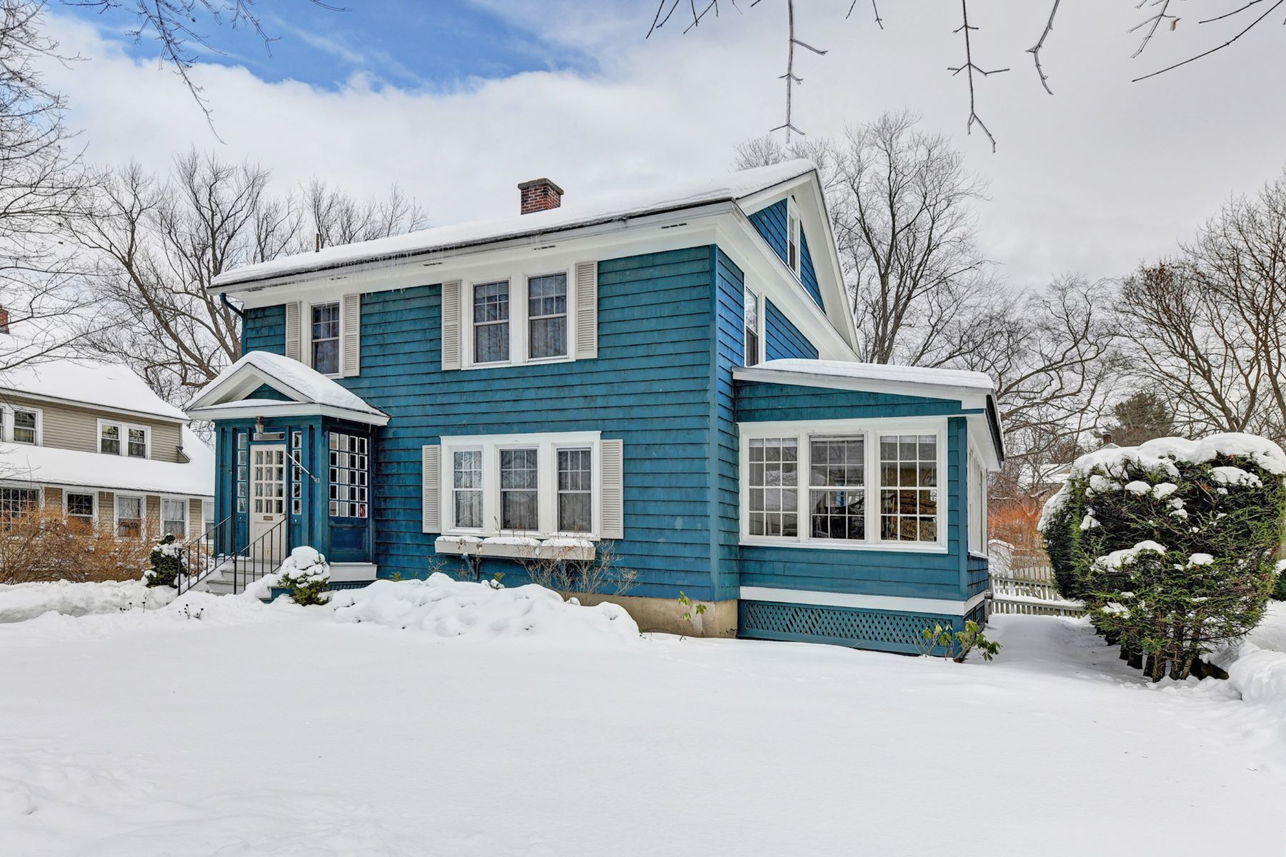 Single Family Homes for Sale at Southeast 4 Bedroom in Time for the Holidays 117 Pollock Ave Pittsfield, Massachusetts 01201 United States