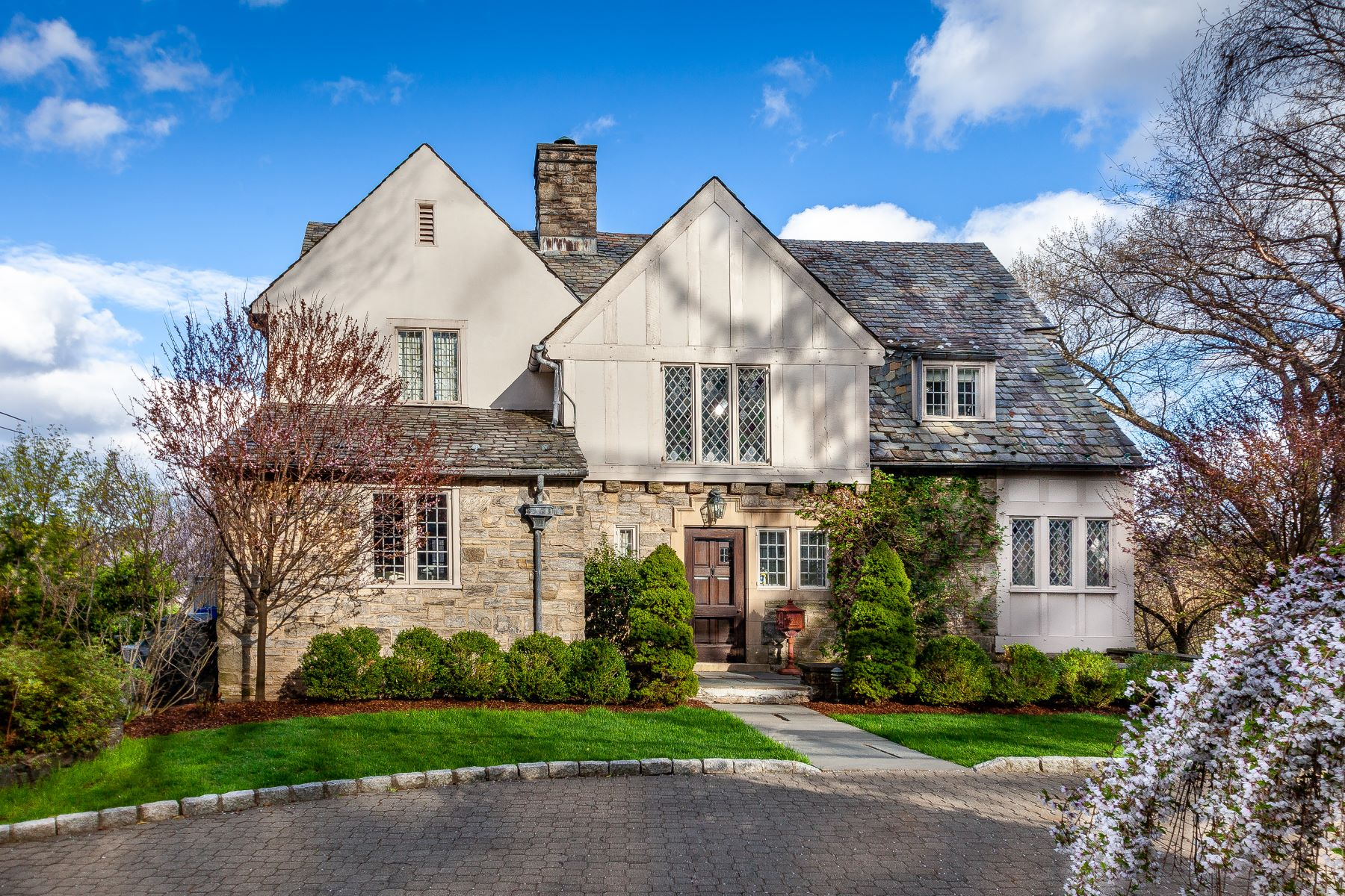 Single Family Homes por un Venta en Welcome To 54 Prescott Avenue 54 Prescott Avenue Bronxville, Nueva York 10708 Estados Unidos
