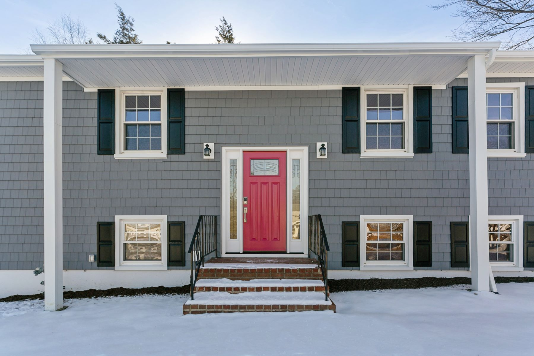 Single Family Homes for Sale at 417 London Road 417 London Rd Yorktown Heights, New York 10598 United States