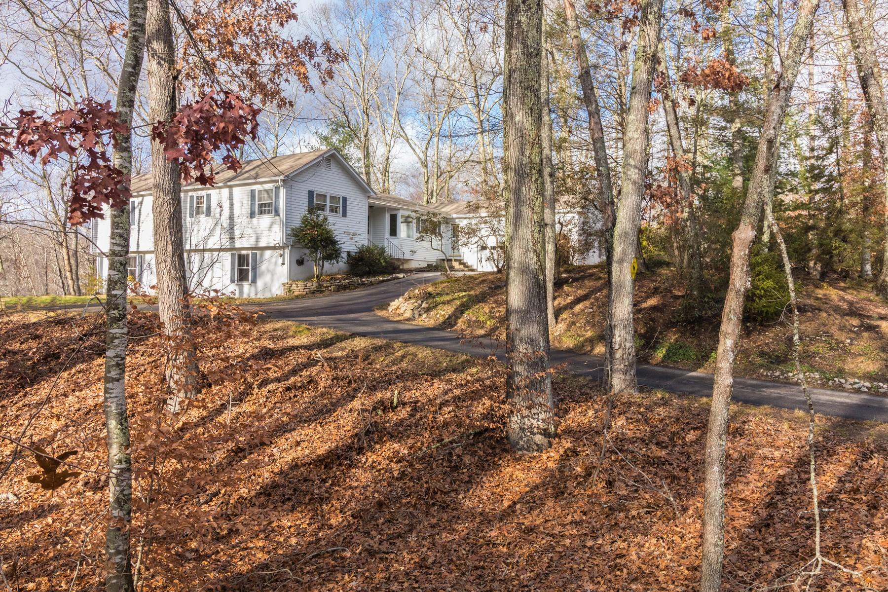 Maison unifamiliale pour l Vente à Charming Three Bedroom Home 12 Jericho Drive Old Lyme, Connecticut 06371 États-Unis