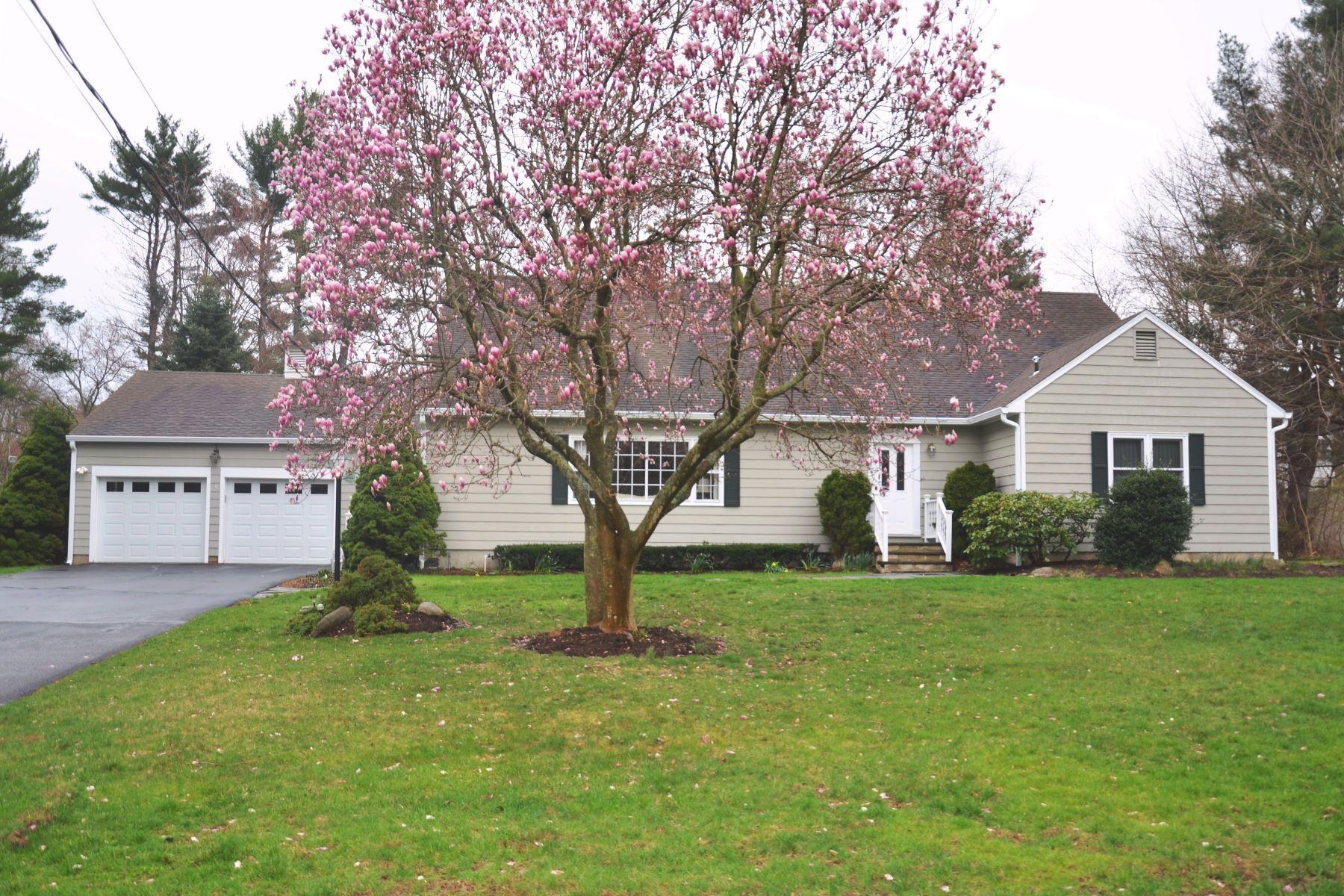 Maison unifamiliale pour l Vente à 1 Swale Road Norwalk, Connecticut, 06855 États-Unis