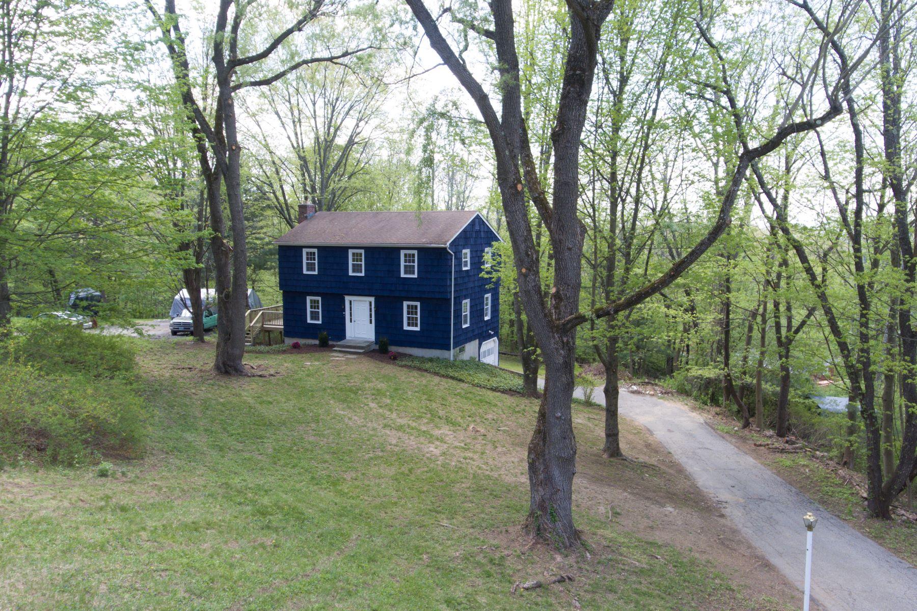 Частный односемейный дом для того Продажа на Completley Updated 40 Dean Road New Milford, Коннектикут 06776 Соединенные Штаты