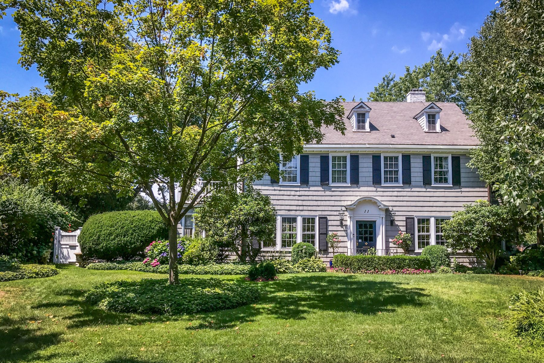 Maison unifamiliale pour l à vendre à Charm and Elegance 11 Governors Road, Bronxville, New York, 10708 États-Unis