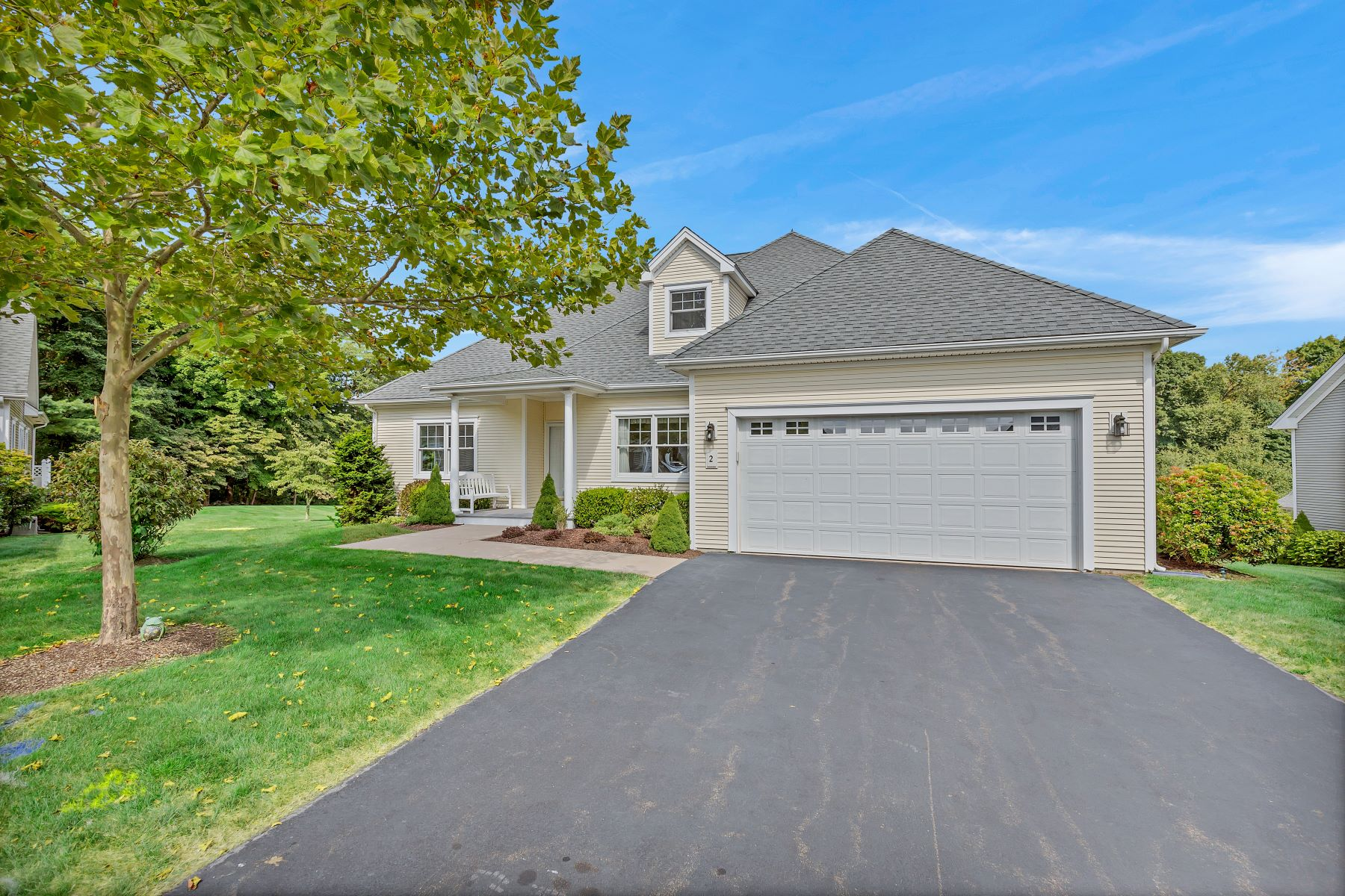Single Family Homes for Sale at Beautiful Stand Alone Home in Hill Farm 55+ Complex 2 Barn Way 2 Westbrook, Connecticut 06498 United States