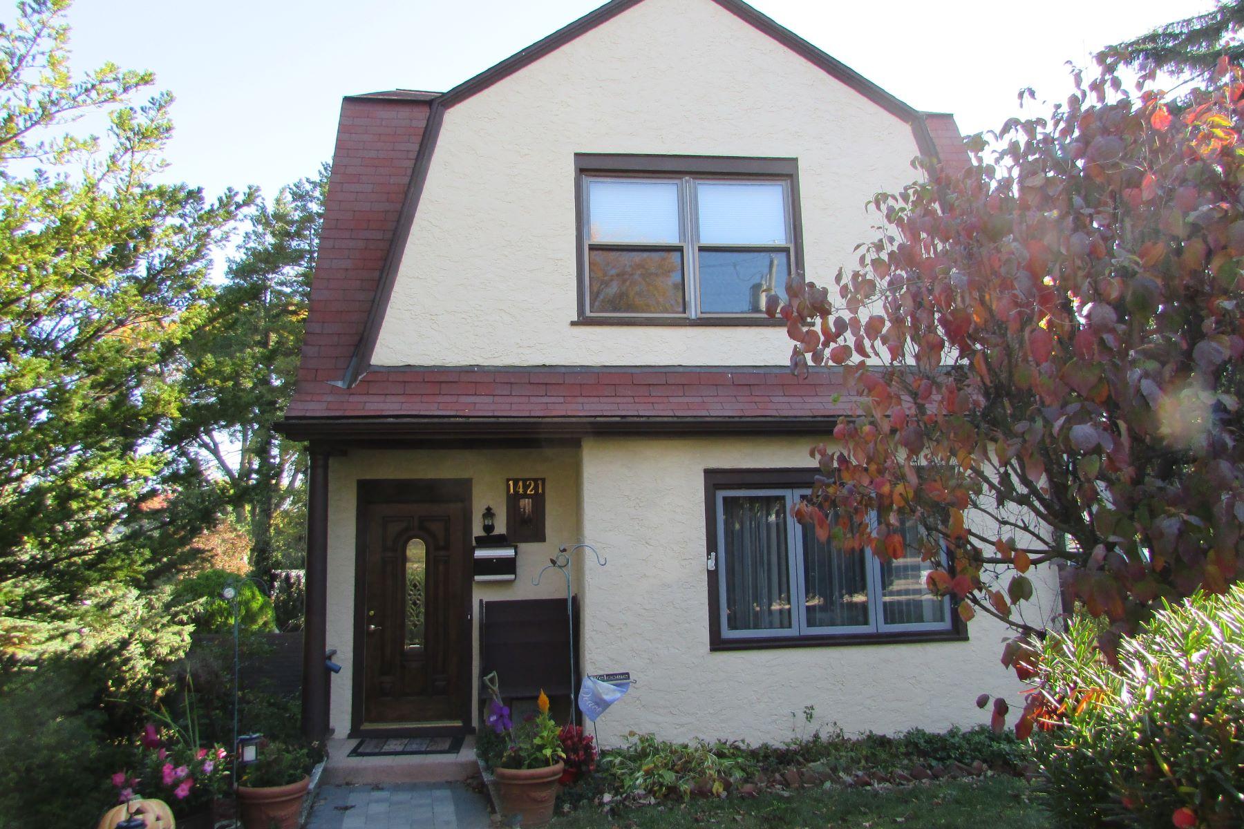 Casa Unifamiliar por un Venta en Lovely Dutch Colonial in Mamaroneck 1421 James Street, Mamaroneck, Nueva York, 10543 Estados Unidos