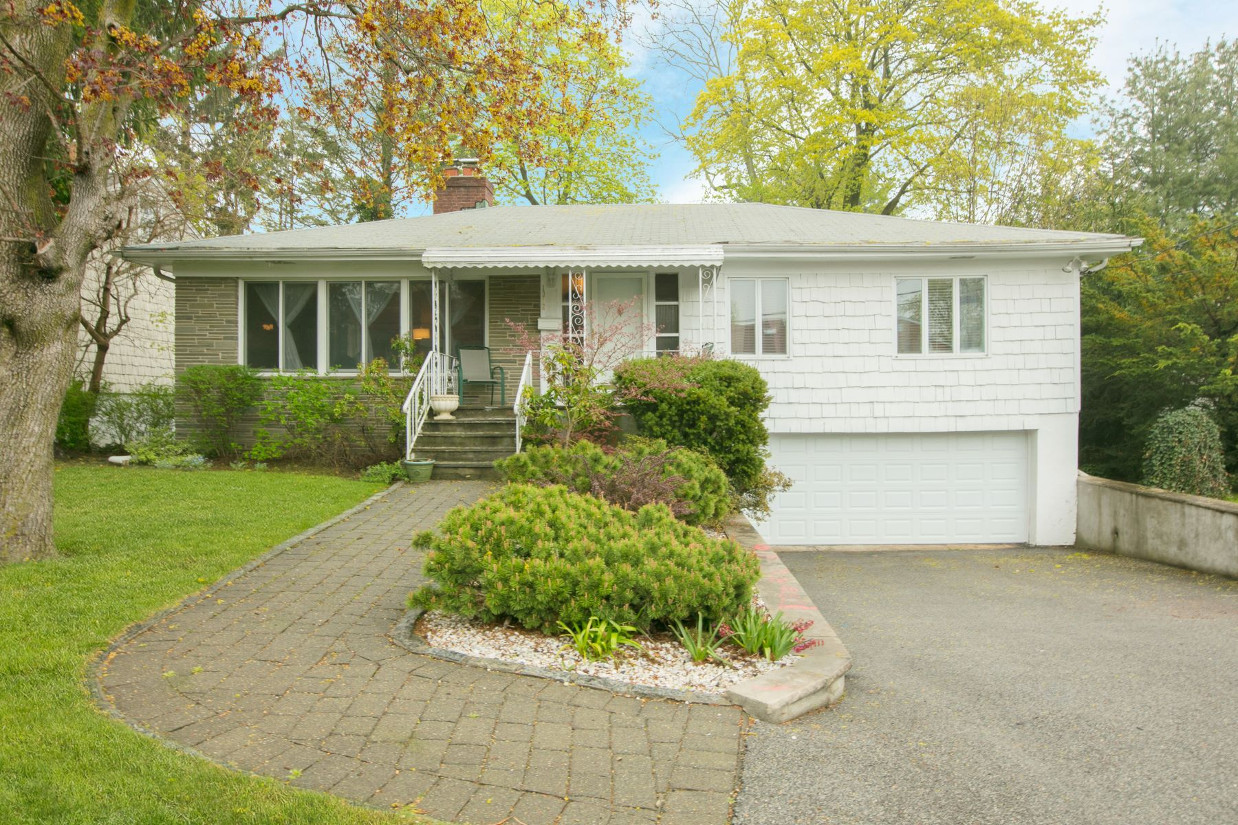 Single Family Home for Rent at Fabulous Rental Property 1312 Birch Hill Lane Mamaroneck, New York 10543 United States