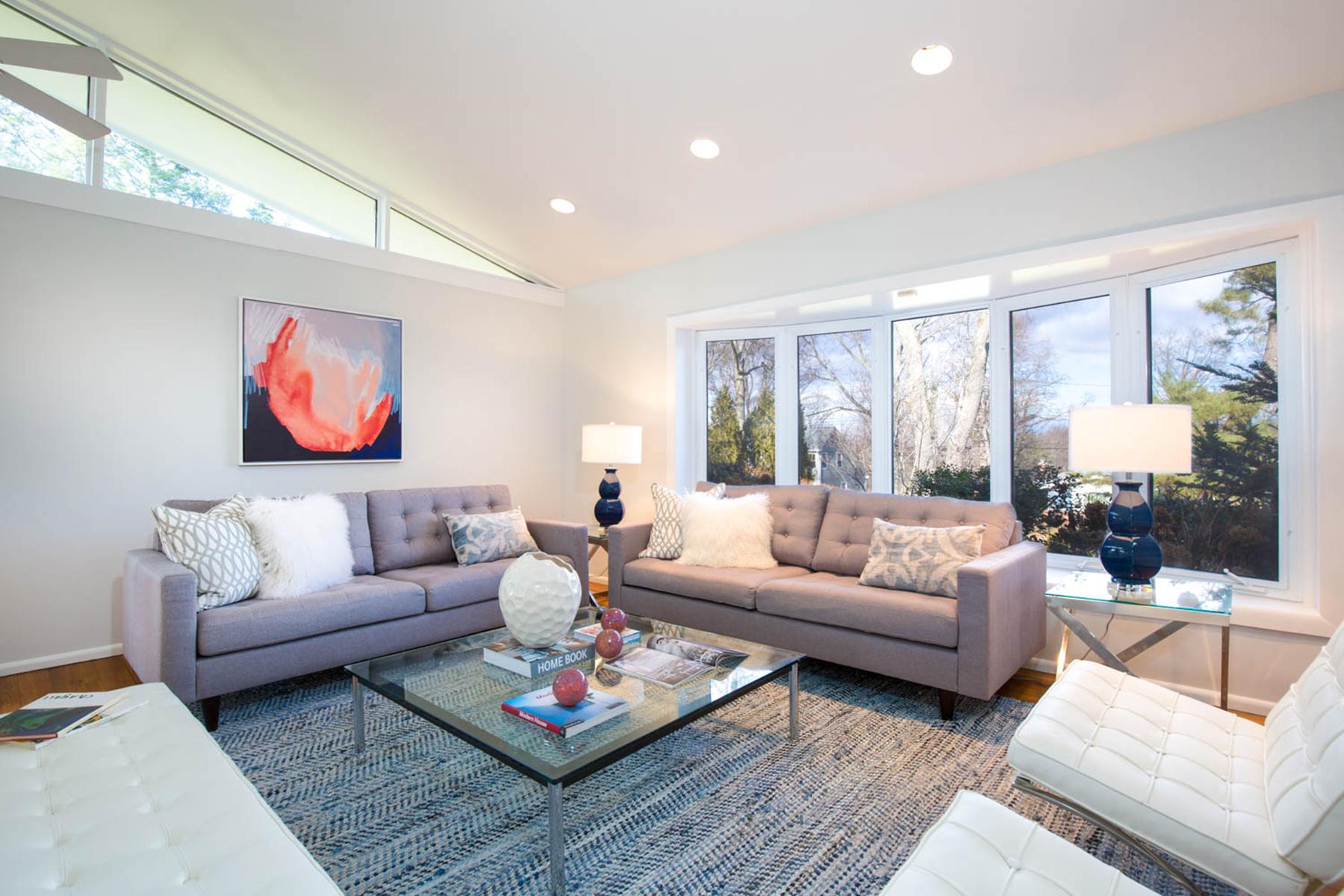 独户住宅 为 销售 在 Beautifully Updated Home 6 Leone Close, 斯卡斯代尔, 纽约州, 10583 美国